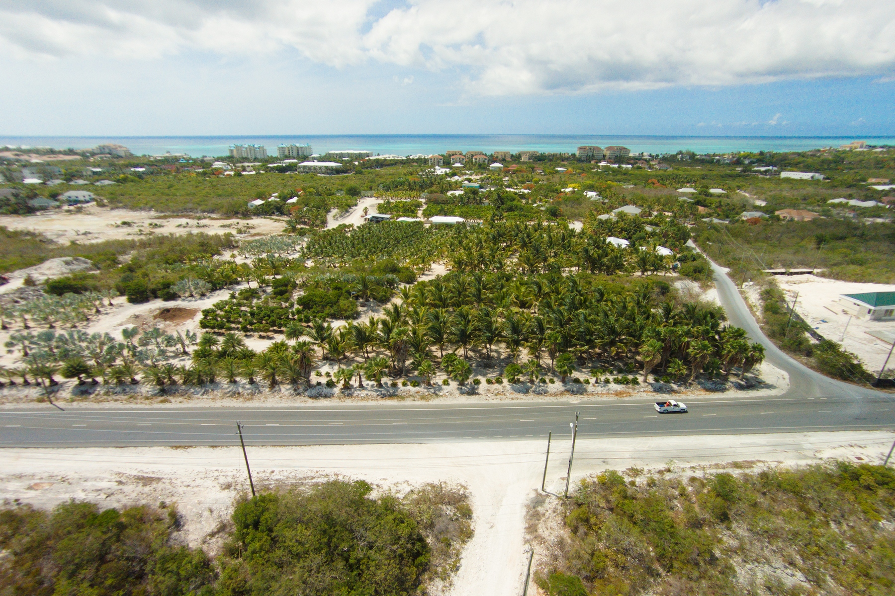 Земля для того Продажа на Large Parcel on Leeward Highway Leeward Highway Grace Bay, Провиденсьялес TKCA 1ZZ Теркс И Кайкос