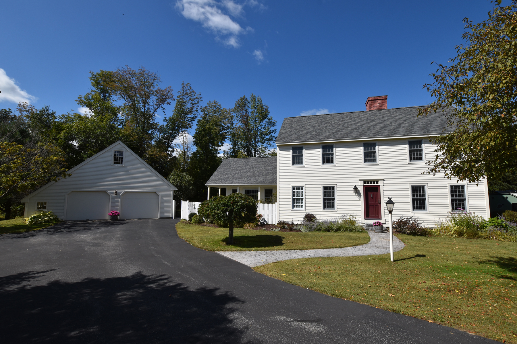 Single Family Homes for Sale at HOME SWEET HOME-HANDSOME COLONIAL-.62 ACRE 1 Sherwood Rd Rutland, Vermont 05701 United States