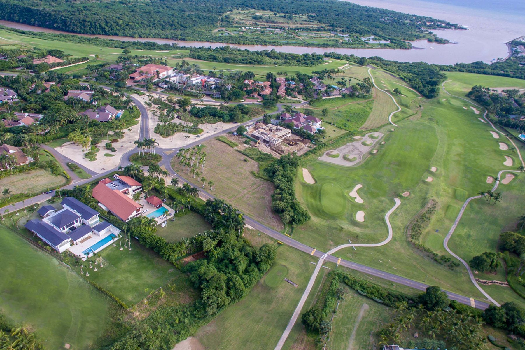 Additional photo for property listing at Brand new and fully turn-key with huge yard and execllent views Casa De Campo, La Romana Dominican Republic
