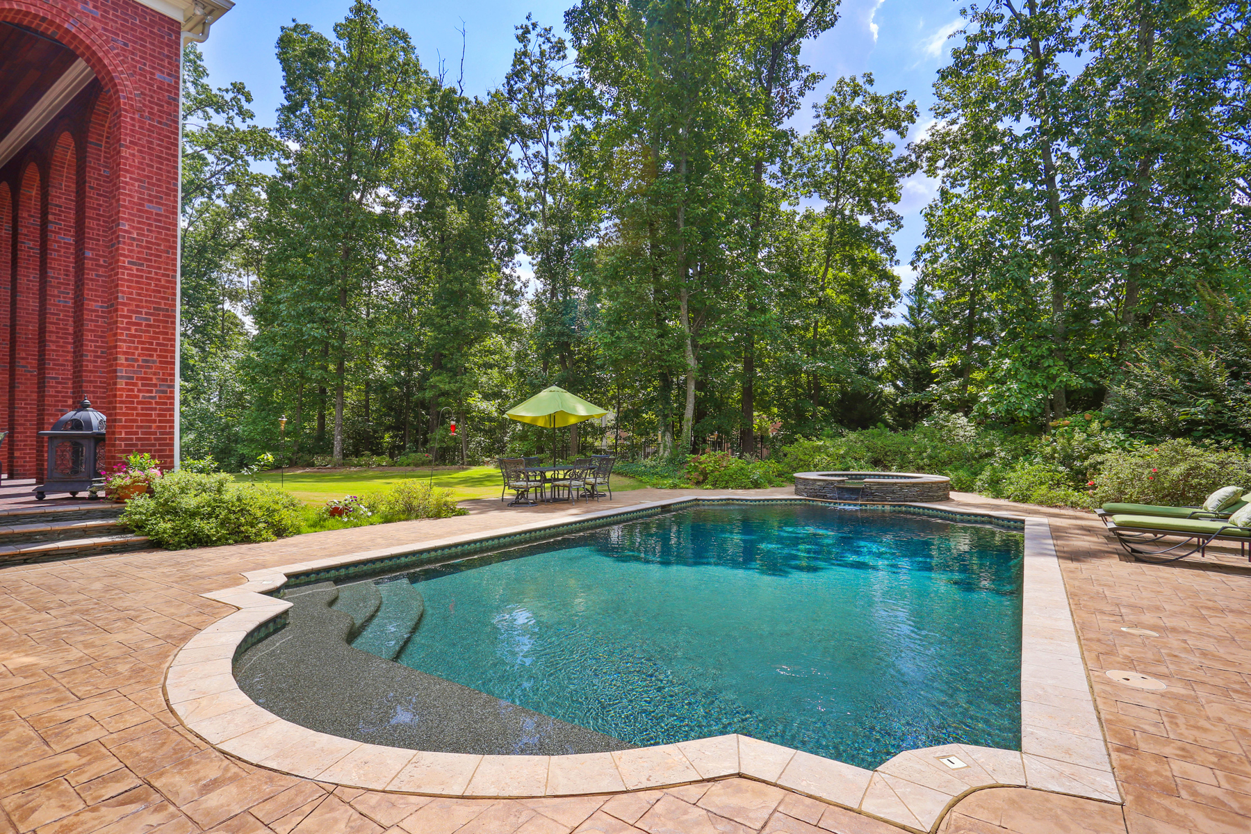 Additional photo for property listing at Exceptional Georgian Greek-Revival With Walk-Out Pool 3014 Kettering Court Johns Creek, Georgia 30022 United States