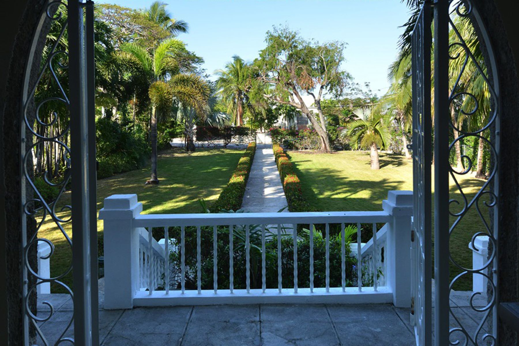 Additional photo for property listing at Shirley Slope off Shirley Street Shirley Street, Downtown, New Providence/Nassau Bahamas