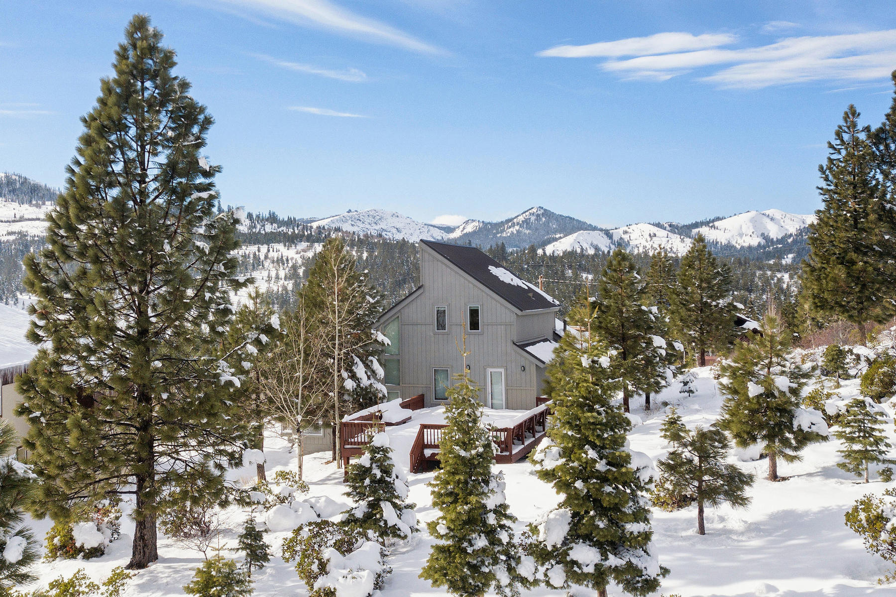 Single Family Home for Active at 12676 Pinnacle Loop, Truckee, CA 96151 12676 Pinnacle Loop Truckee, California 96161 United States