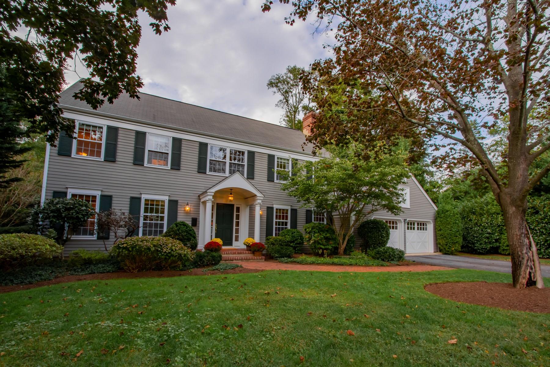 Single Family Homes por un Venta en Classic colonial Home 82 Briarwood Rd Fair Haven, Nueva Jersey 07704 Estados Unidos