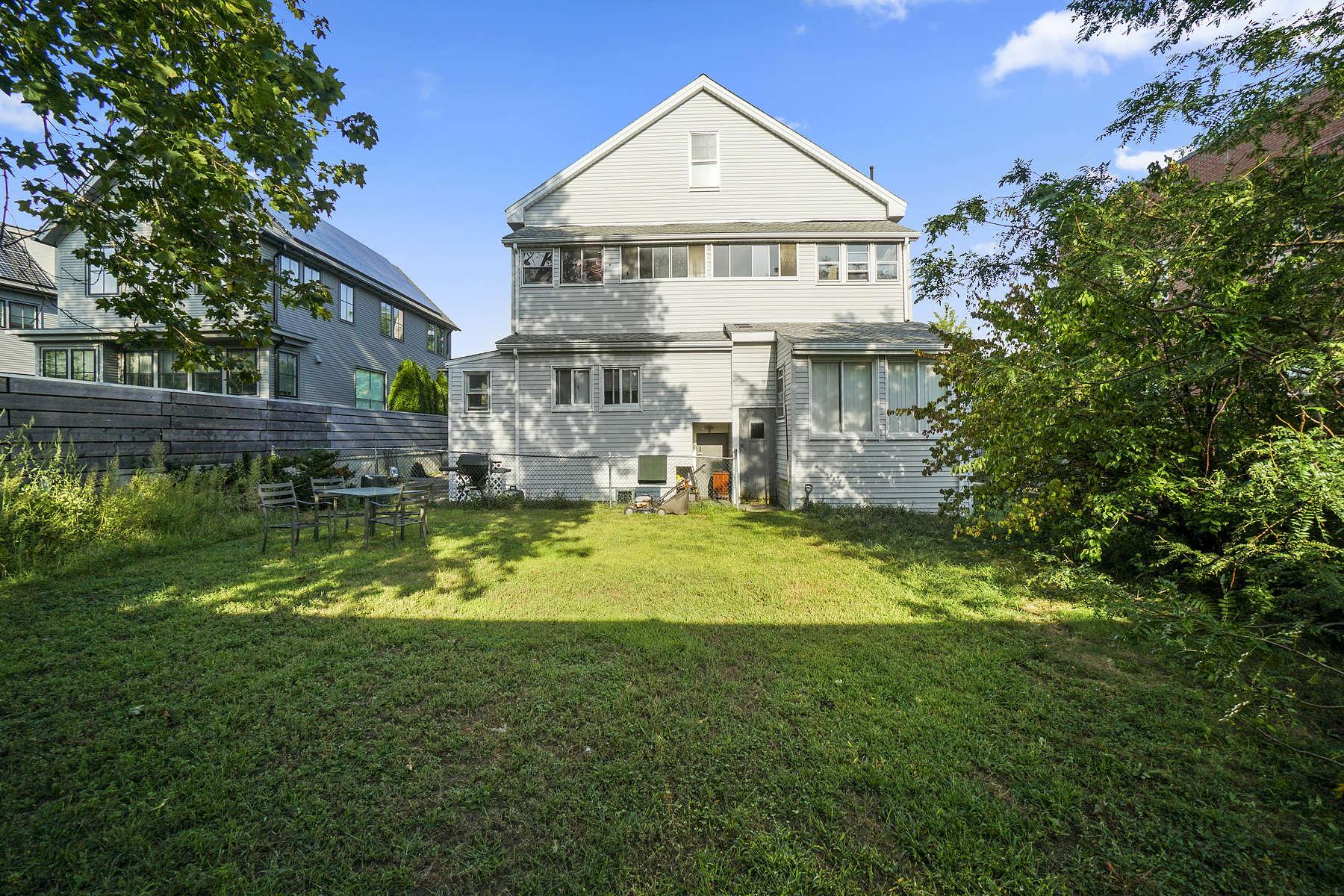 Multi-Family Homes por un Venta en 130-132 Cushing St Cambridge, Massachusetts 02138 Estados Unidos