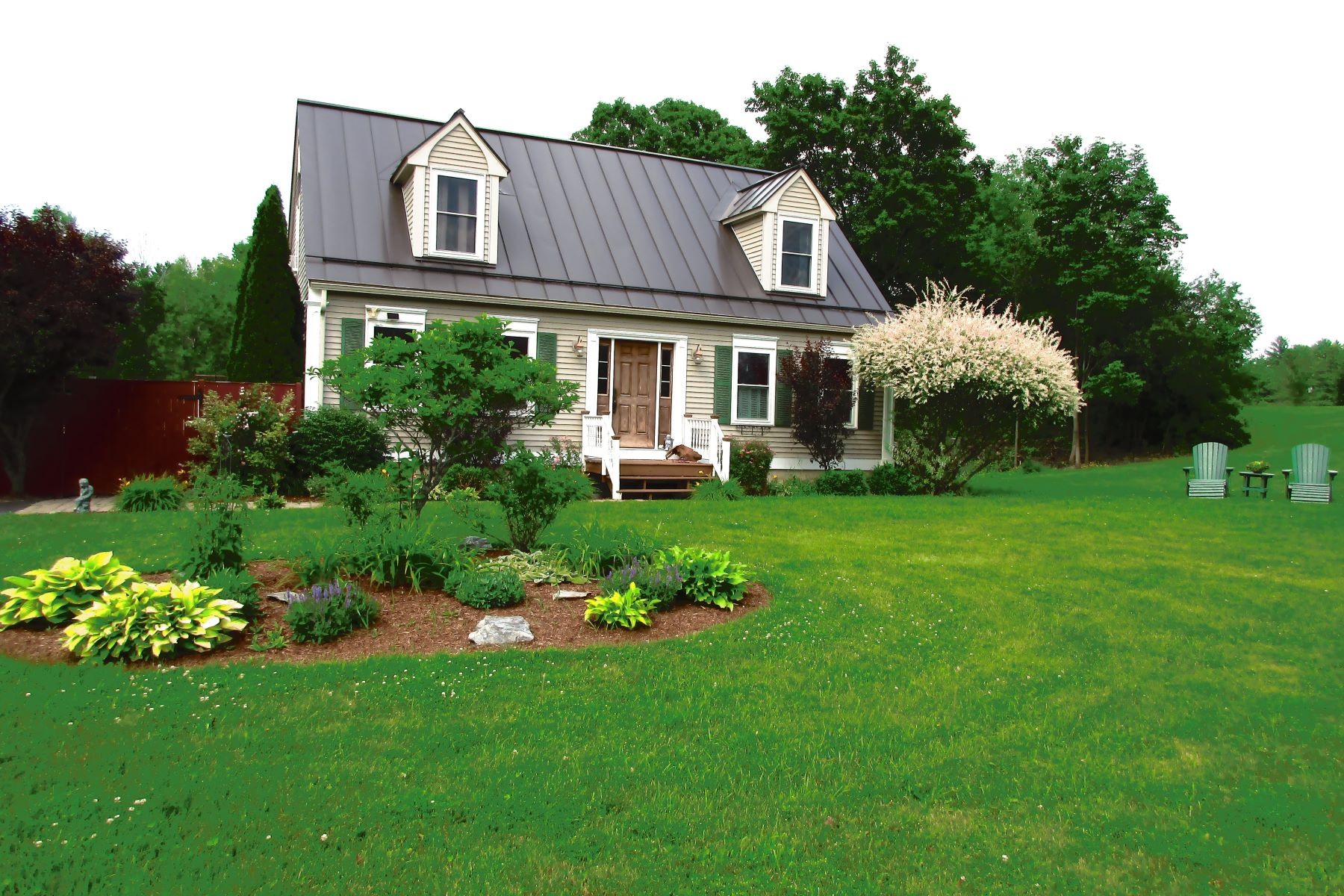 Single Family Homes for Sale at Cape-style home in move-in condition 35 Deerfield Ln Middlebury, Vermont 05753 United States