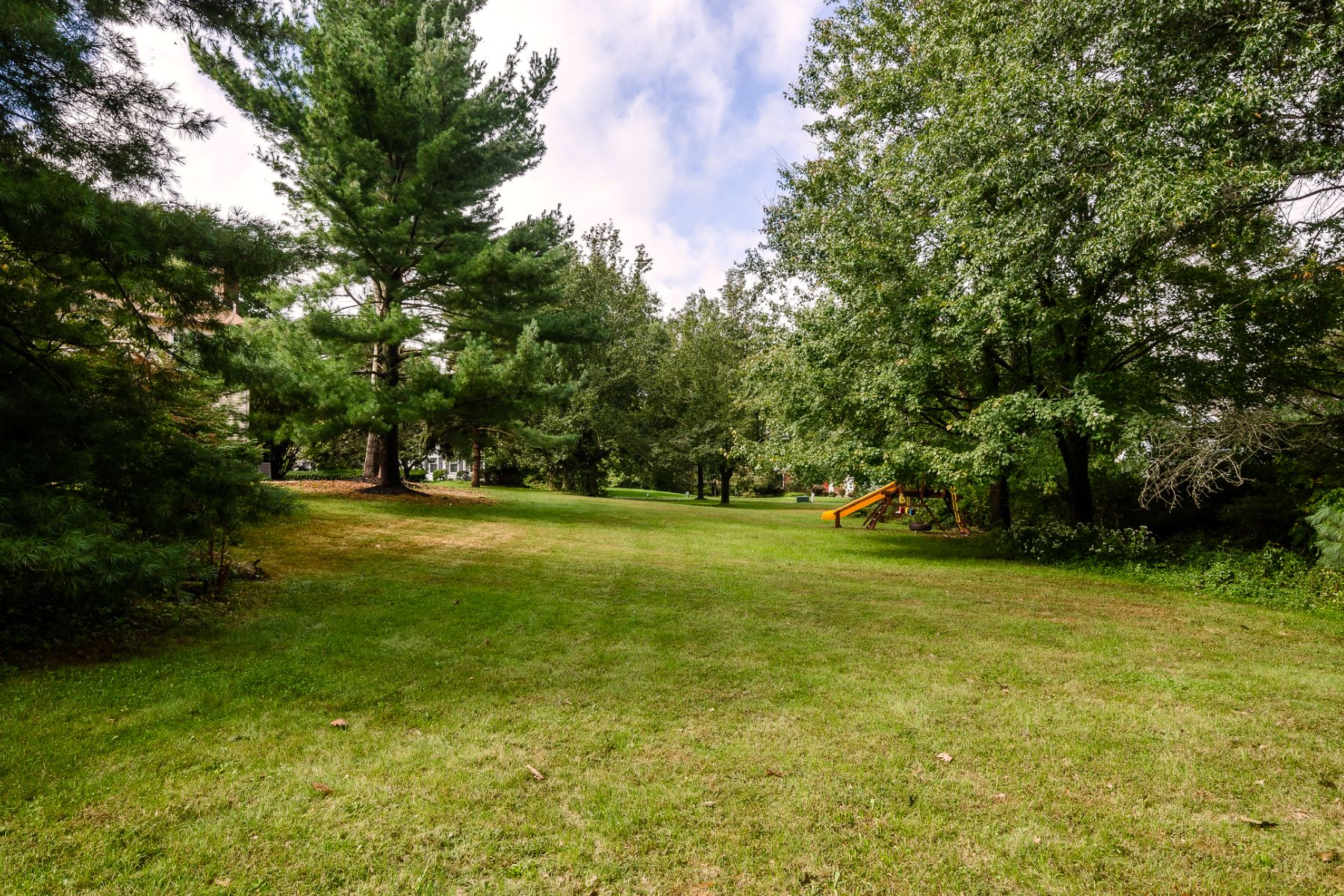 Additional photo for property listing at Updated Home In A Central Montgomery Location 107 Platz Drive, Skillman, New Jersey 08558 United States