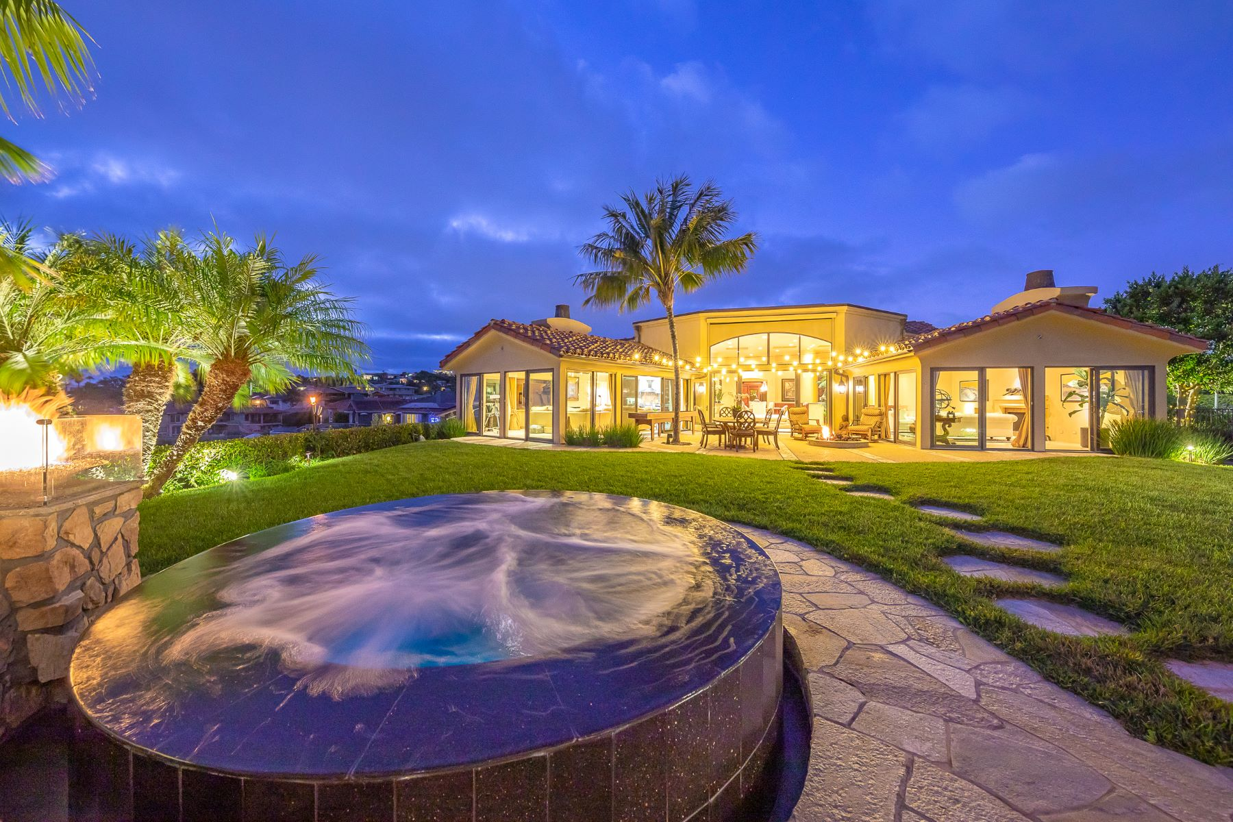 Single Family Homes for Sale at 1485 Deer Hill Ct La Jolla, California 92037 United States