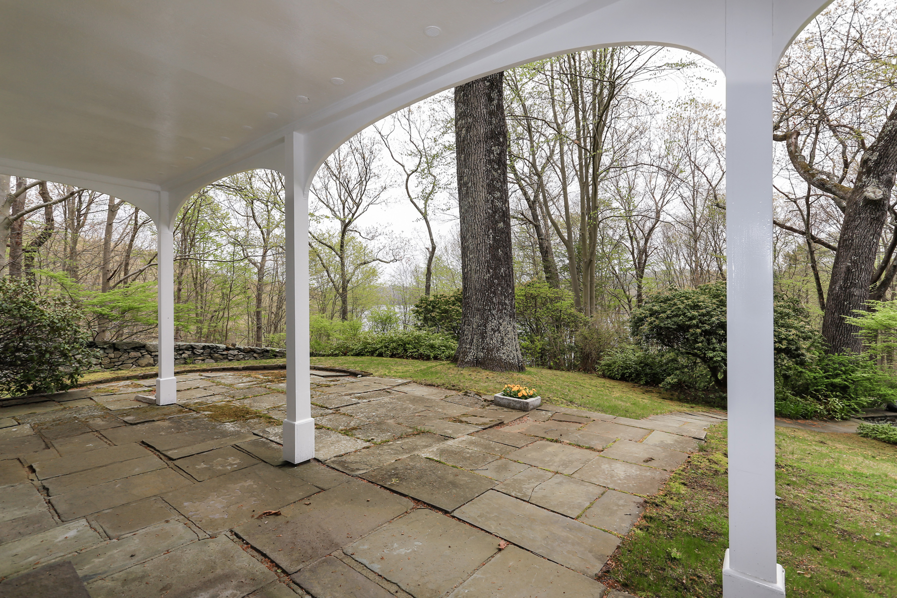 Additional photo for property listing at Reservoir Views 199 Upper Hook Road Katonah, Nueva York 10536 Estados Unidos
