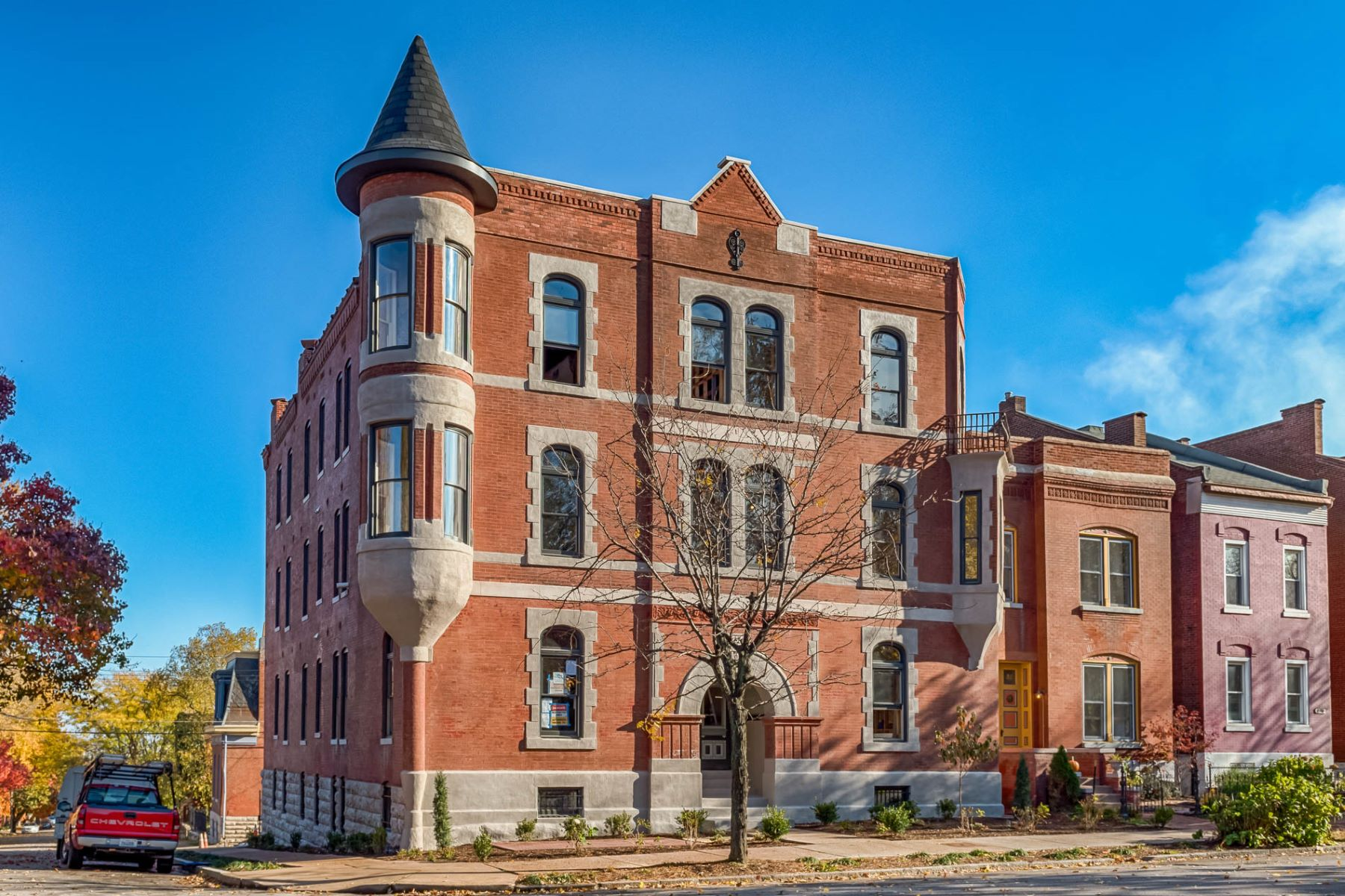Additional photo for property listing at Ruckert on 12th 2330 South 12th Street # 101 St. Louis, Missouri 63104 United States