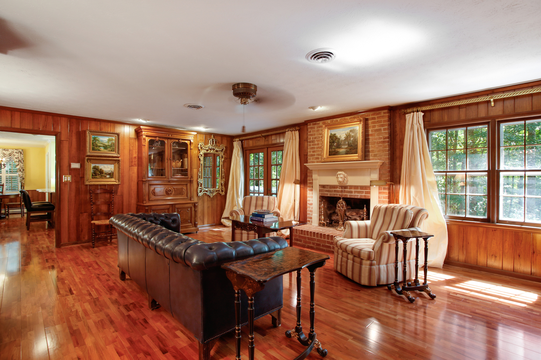 Additional photo for property listing at Charming Brick Home on Lake Prestwick 2655 Lake Rd, Tucker, Geórgia 30084 Estados Unidos