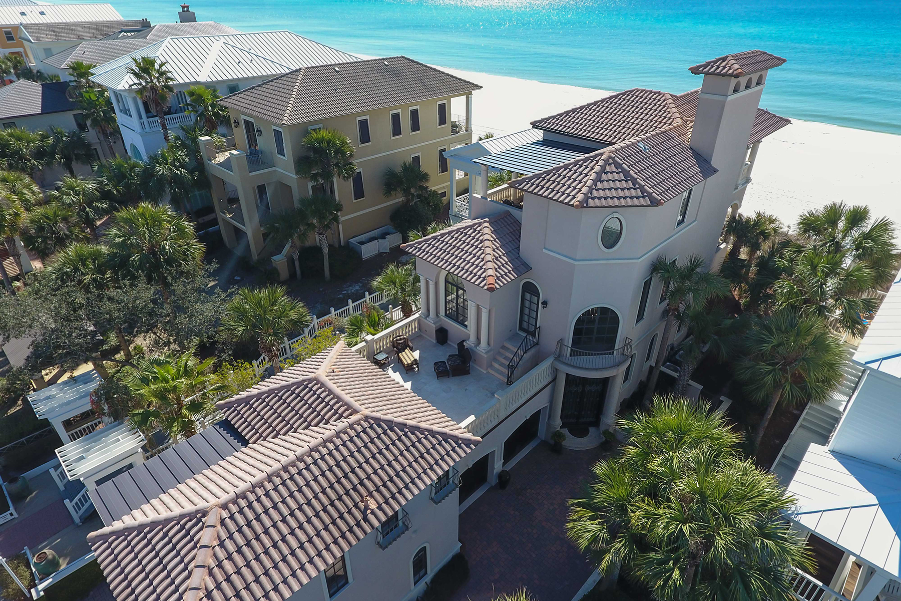 Casa Unifamiliar por un Venta en OCEANFRONT LUXURY WITH MEDITERRANEAN CLASS AND STYLE 314 Beachside Drive Carillon Beach, Panama City Beach, Florida, 32413 Estados Unidos