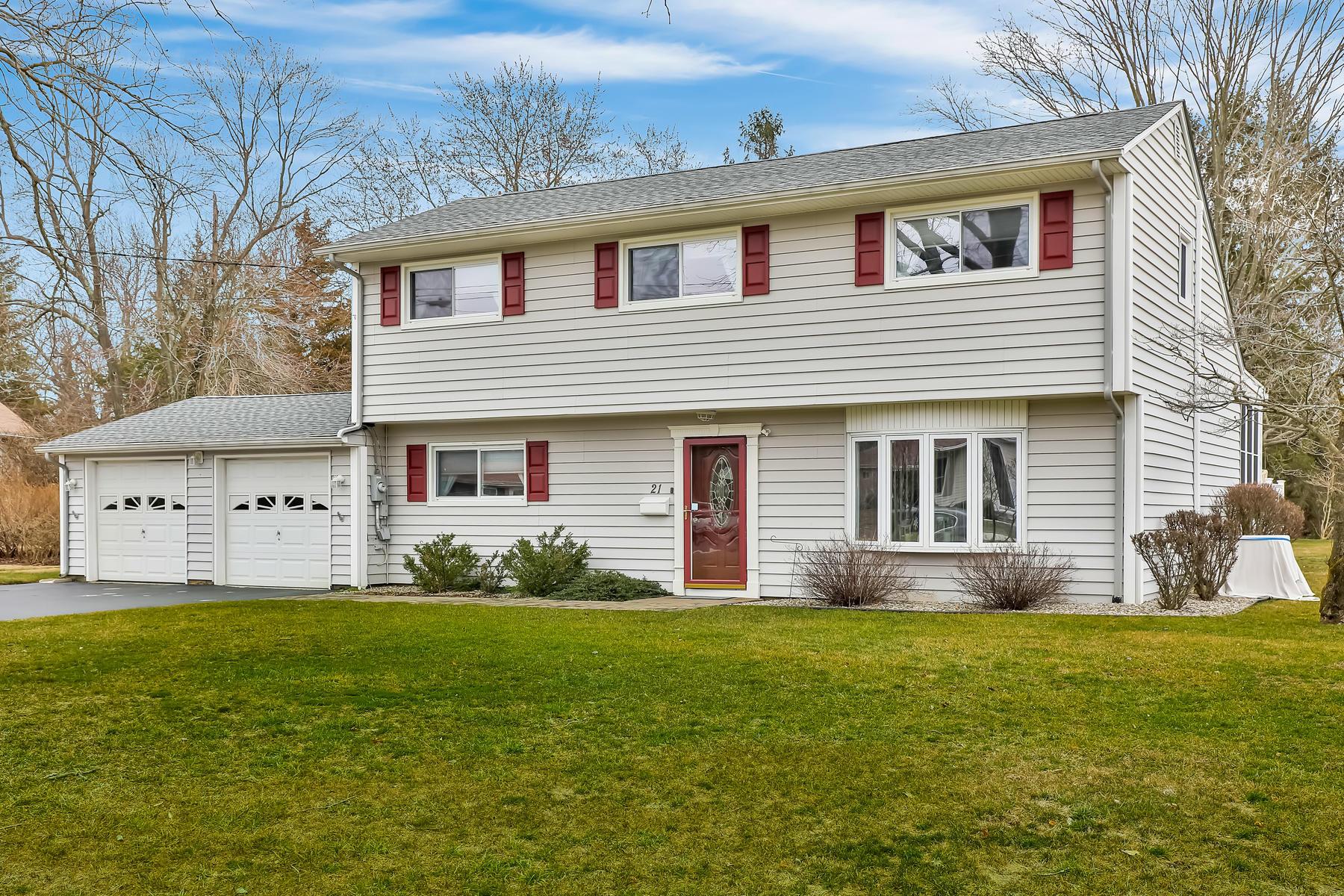 Single Family Homes vì Bán tại Move-In Ready and Great Location! 21 Bernard Street, Eatontown, New Jersey 07724 Hoa Kỳ