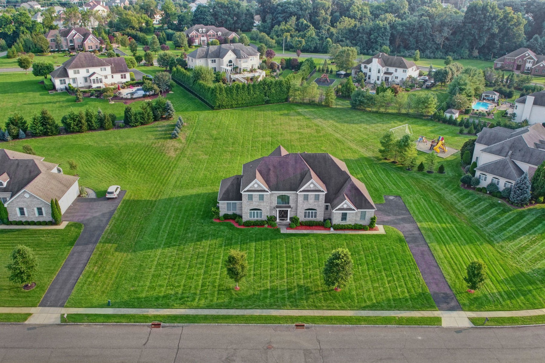 Single Family Homes for Sale at Spacious Colonial in the Saxon Estates 7 Saxon Court Freehold, New Jersey 07728 United States