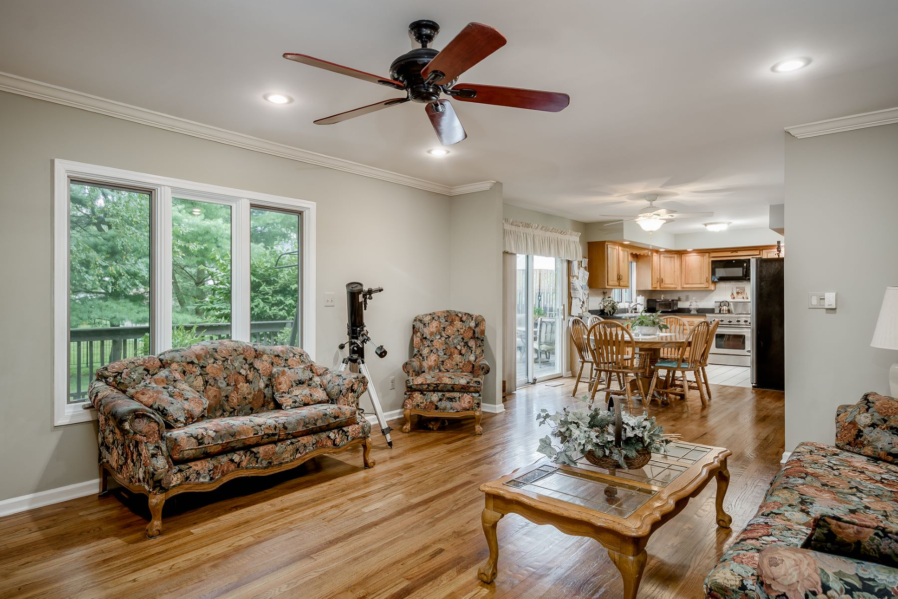 Additional photo for property listing at Classic Lines Trace Easy-Living Modernity 4 Pheasant Drive, Lawrenceville, New Jersey 08648 United States