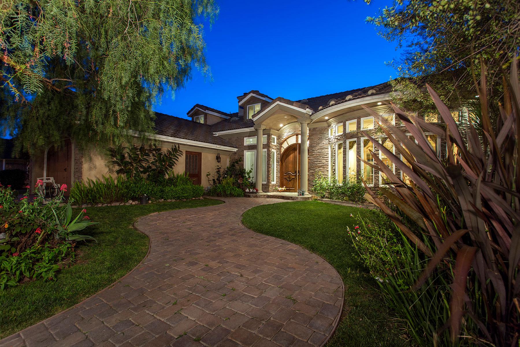 Vivienda unifamiliar por un Venta en 11801 Kensington Rossmoor, California, 90720 Estados Unidos