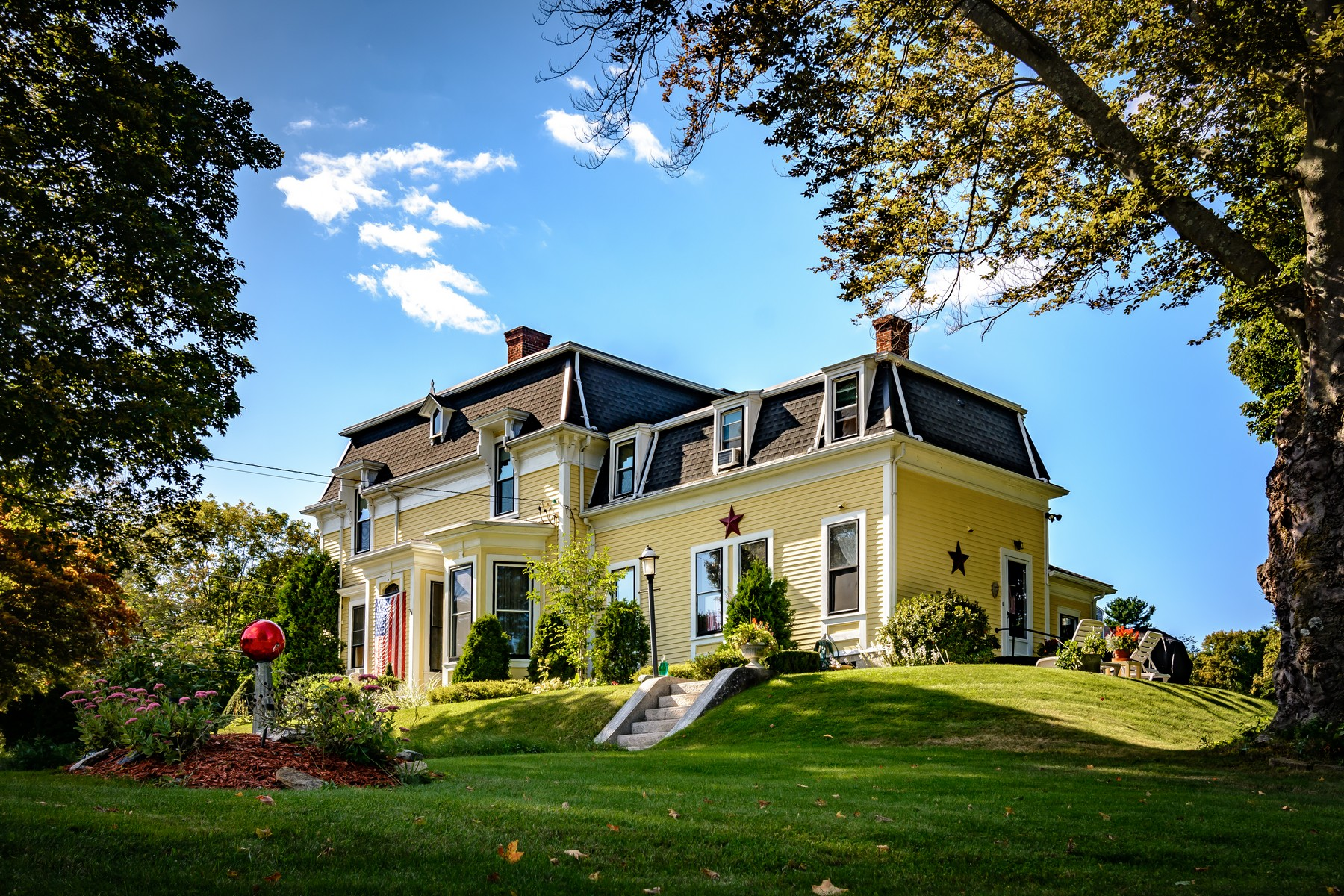 为 销售 在 Beautiful Victorian 447 Putnam Hill Rd 萨顿, 马萨诸塞州 01590 美国