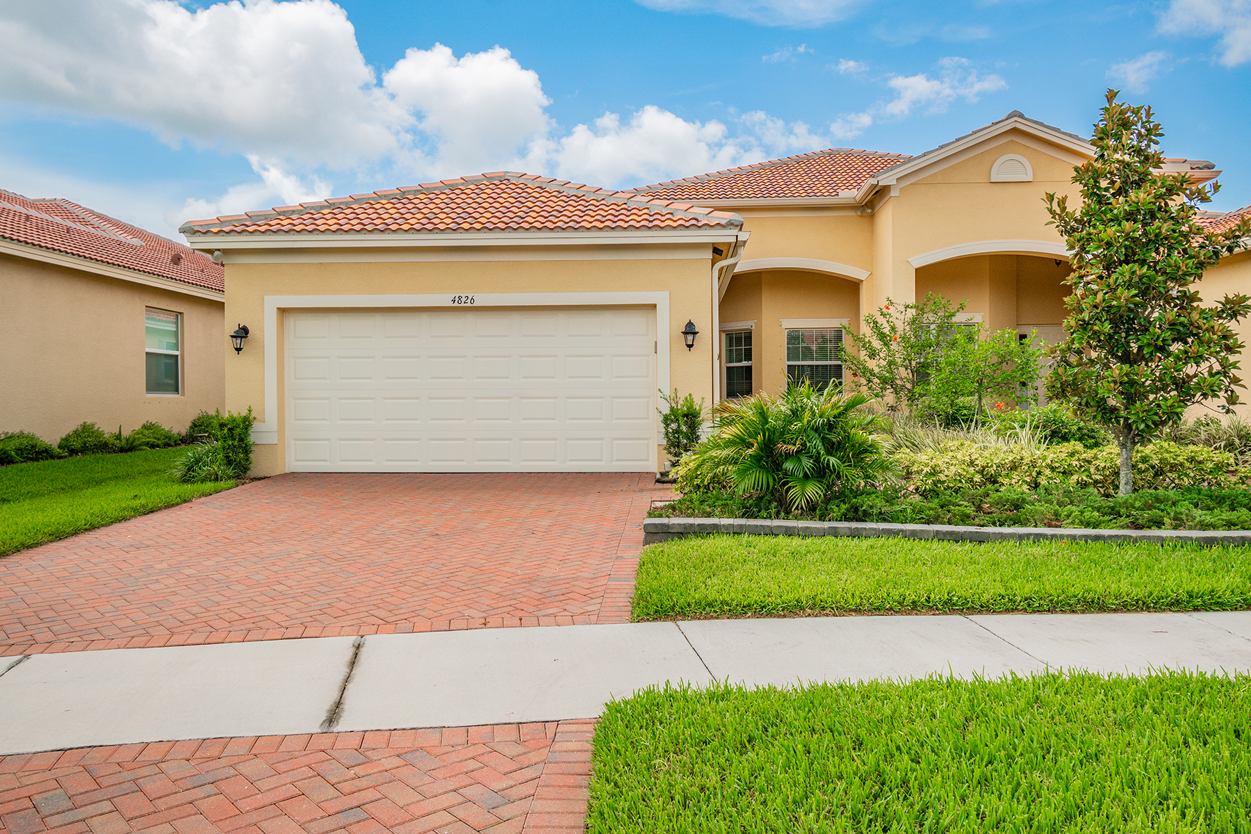 single family homes for Active at VALENCIA LAKES 4826 Marble Springs Cir Wimauma, Florida 33598 United States