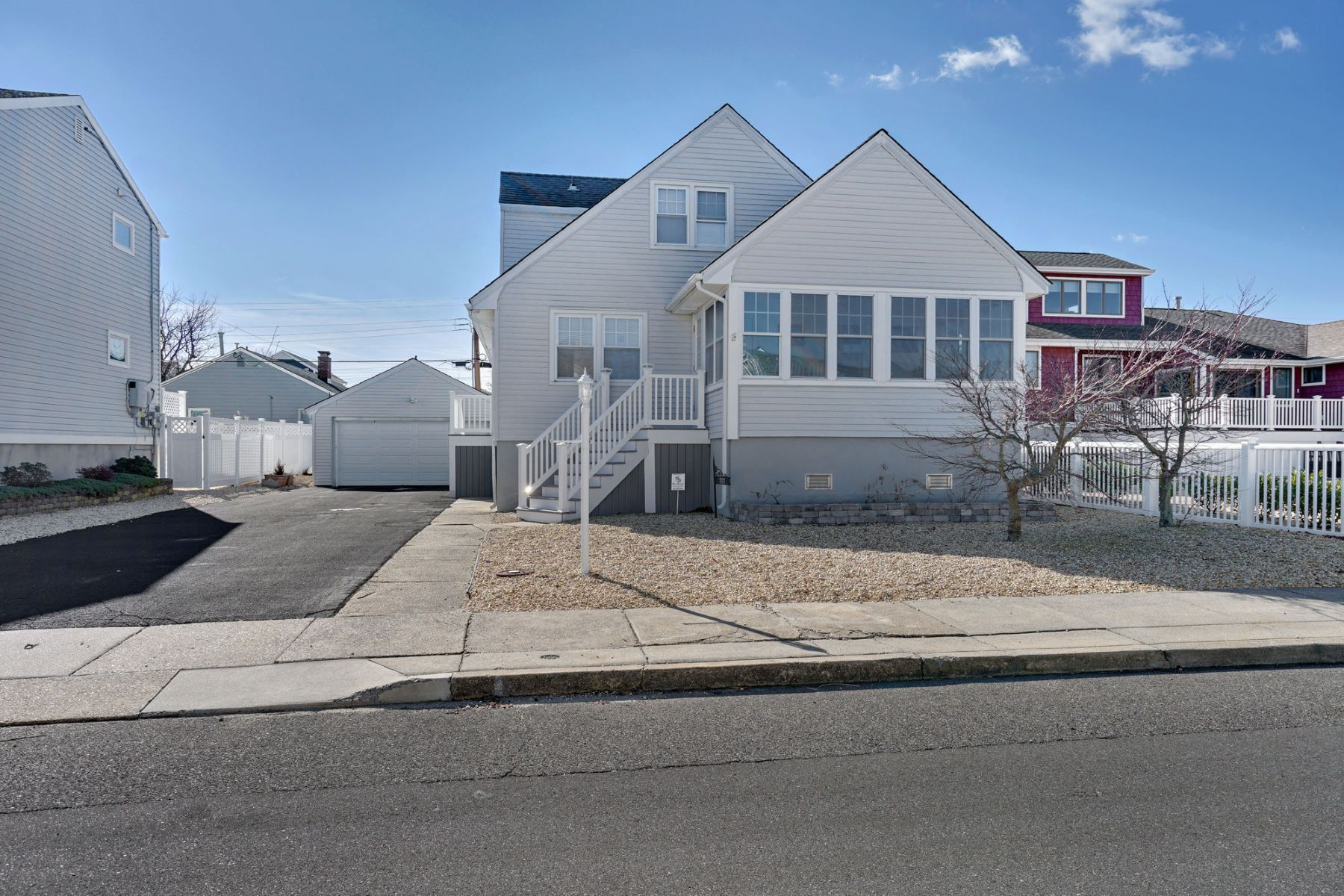 Single Family Homes для того Продажа на Meticulously Maintained Lifted Cape Cod Style Home 111 Saint Lawrence Avenue, Seaside Heights, Нью-Джерси 08751 Соединенные Штаты