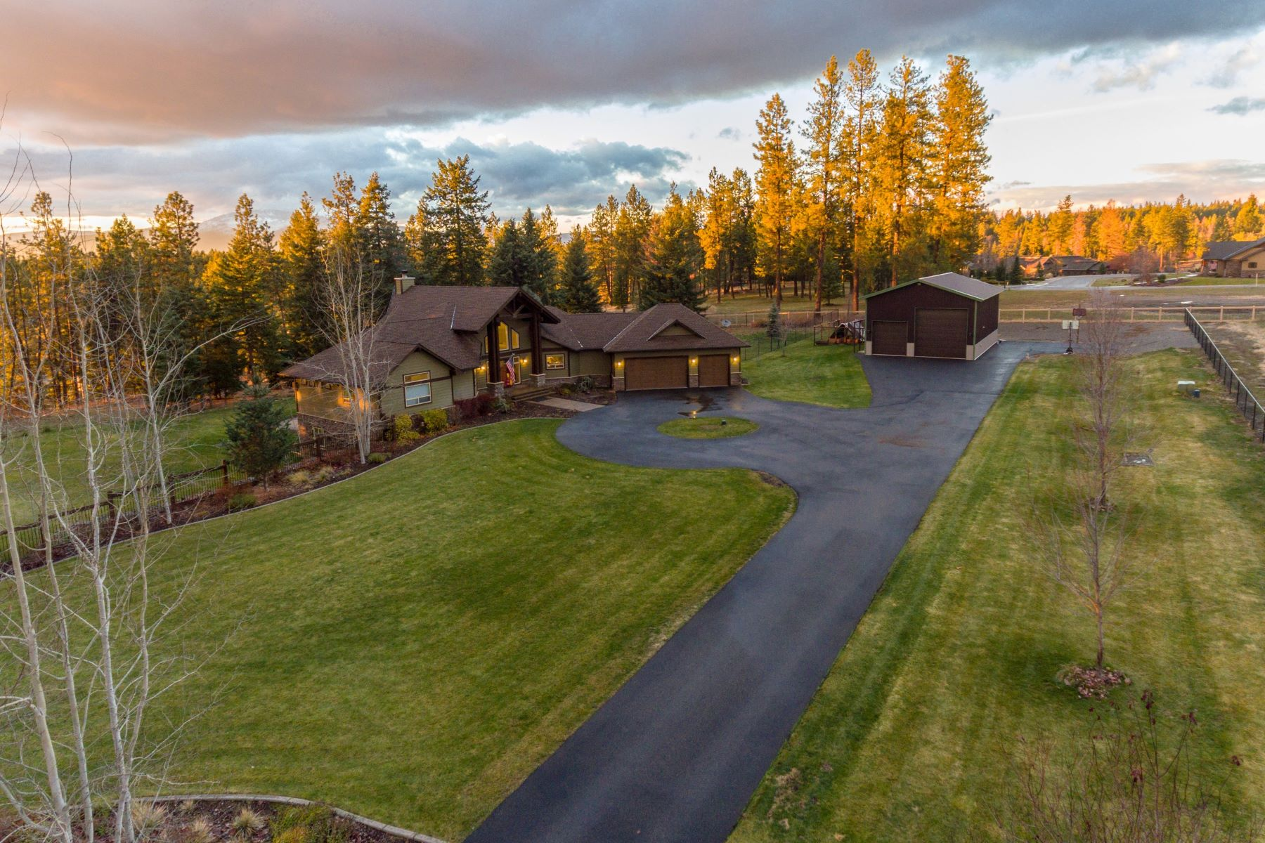 Single Family Home for Sale at Spectacular Private Home on 2.5 Acres 1285 E Starling Meadows Ct Hayden, Idaho 83835 United States
