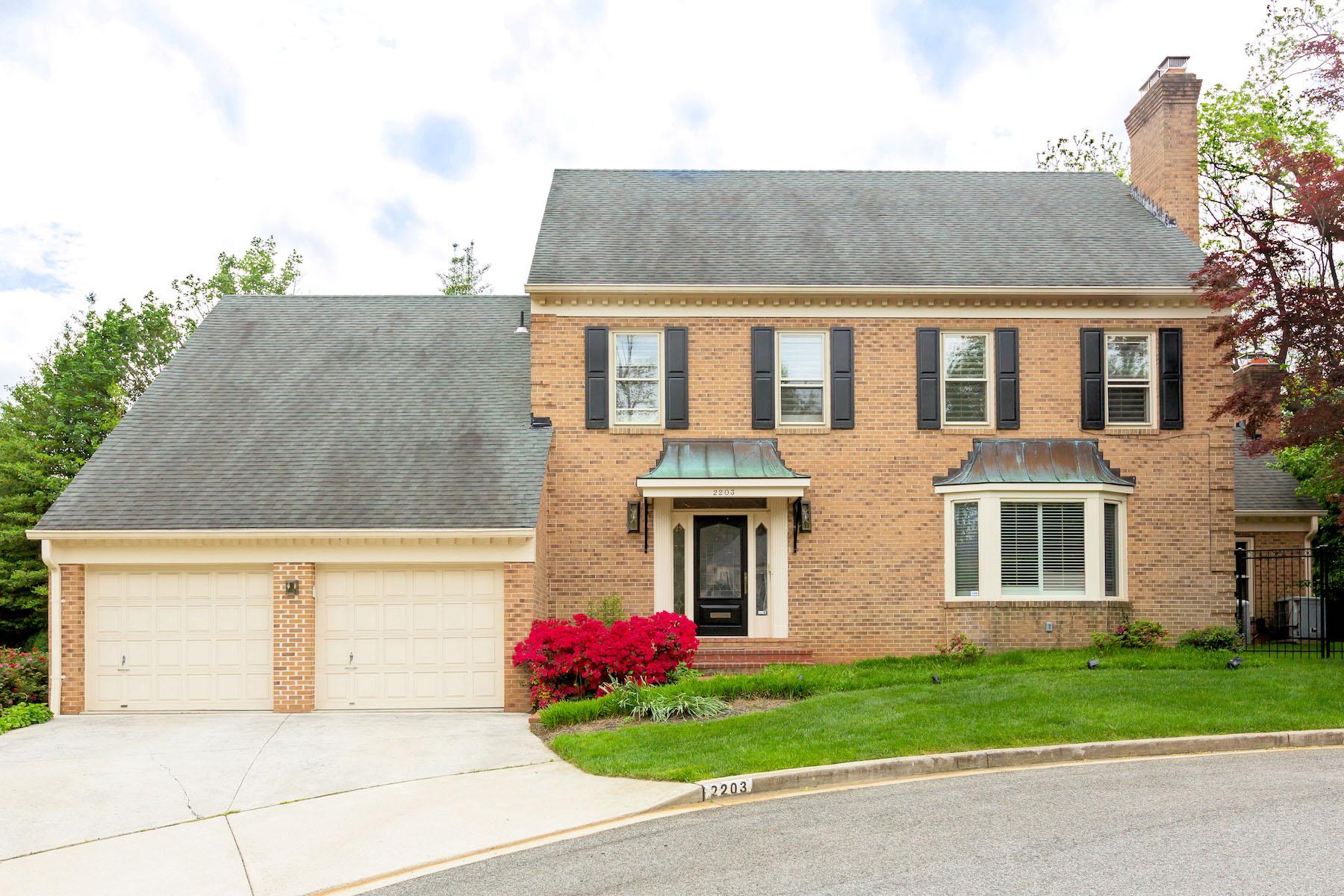 Nhà ở một gia đình vì Bán tại 2203 Foxboro Place, Nw, Washington Washington, District Of Columbia, 20007 Hoa Kỳ