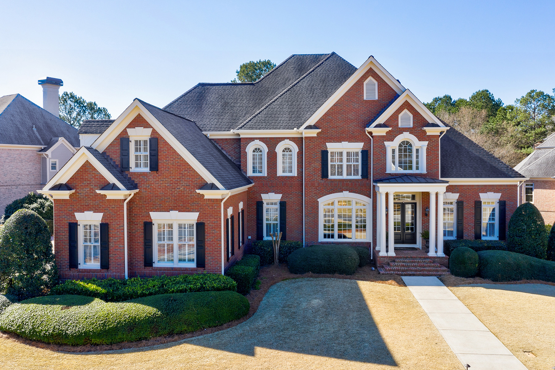 Single Family Homes 为 销售 在 Stunning Estate Near Chattahoochee In Picturesque Gated Community 835 Vista Bluff Drive, 德鲁斯, 乔治亚州 30097 美国