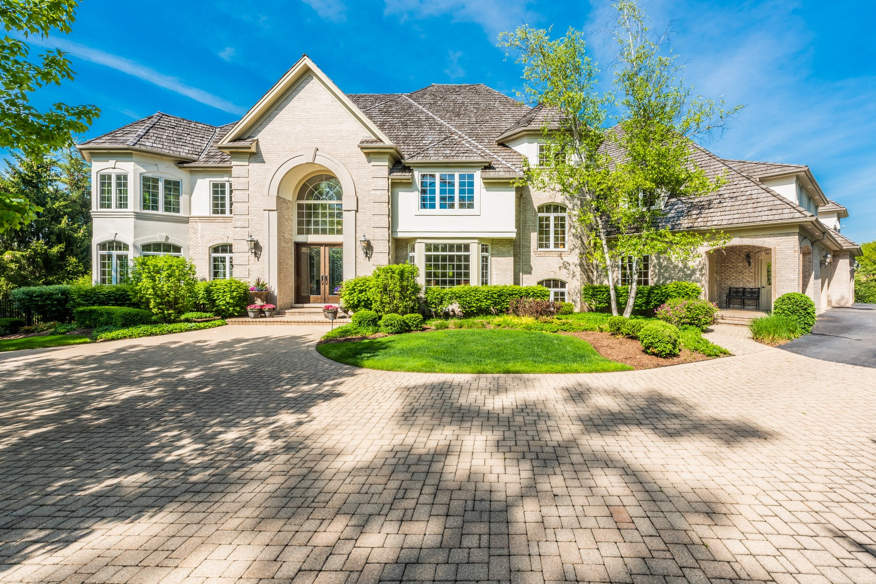 Single Family Homes for Sale at Exterior is a true oasis 44 Marbridge Court North Barrington, Illinois 60010 United States