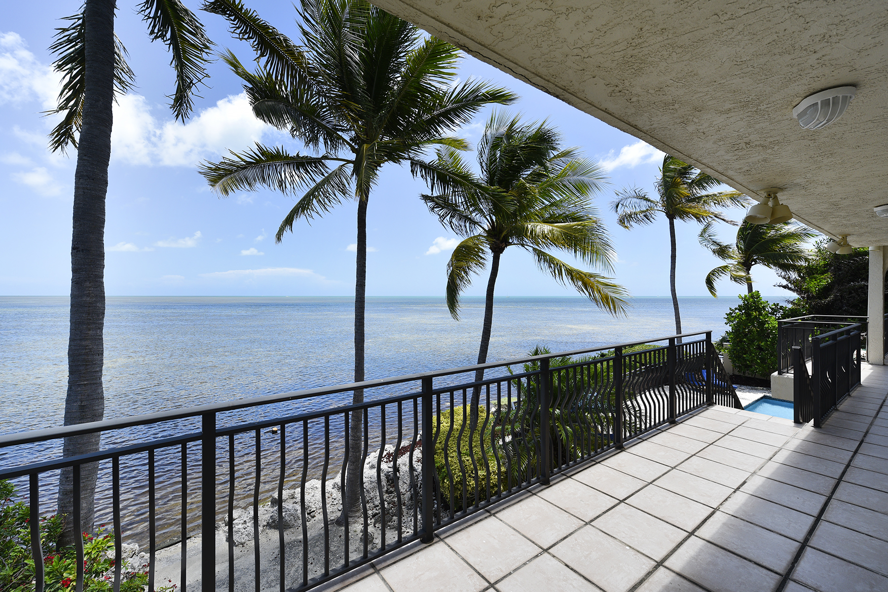 Additional photo for property listing at Gated & Private Oceanfront Location 544 Ocean Cay Key Largo, Florida 33037 Verenigde Staten