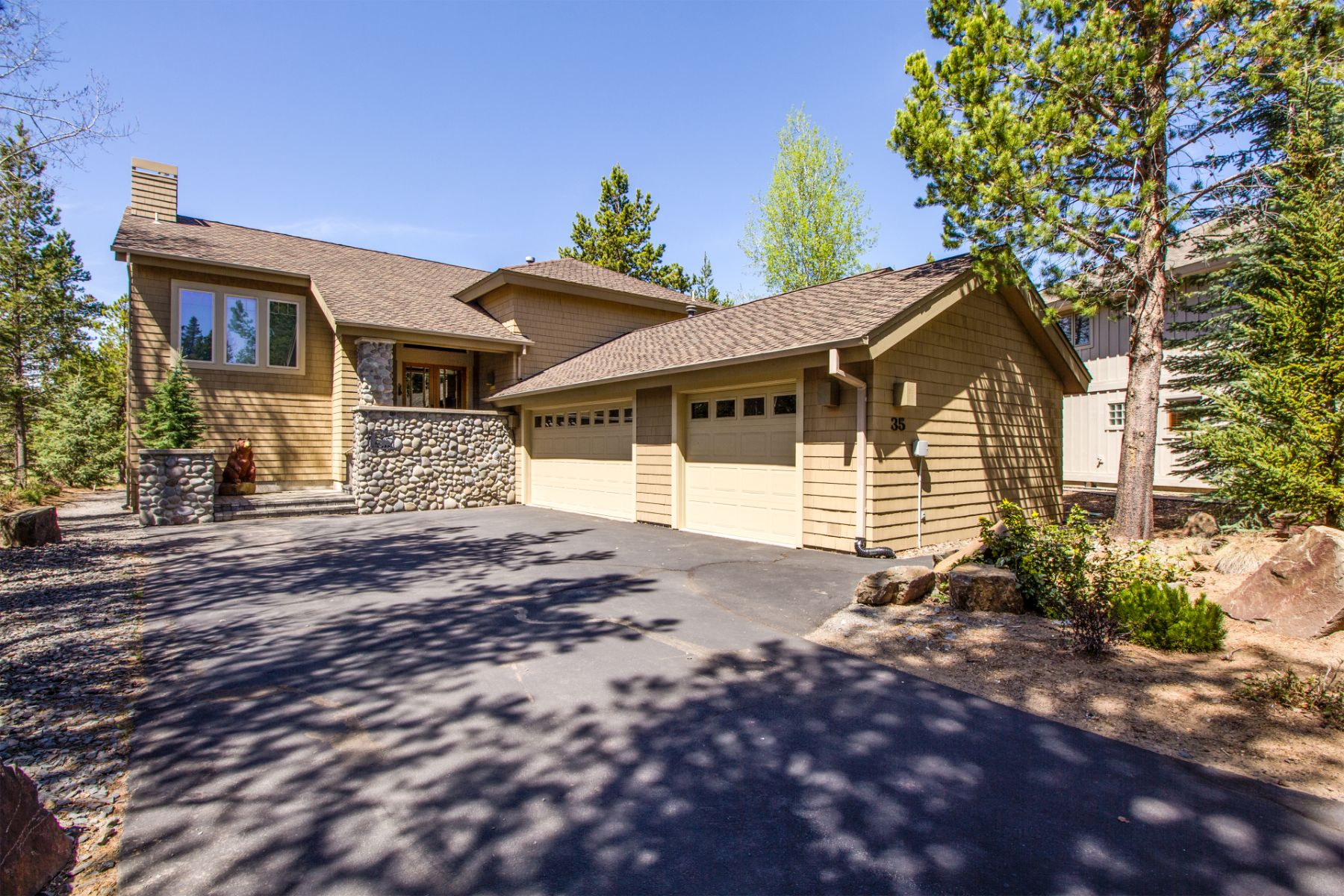 Single Family Homes pour l Vente à 57620 Red Cedar Lane Sunriver, OR 57620-35 Red Cedar Lane, Sunriver, Oregon 97707 États-Unis