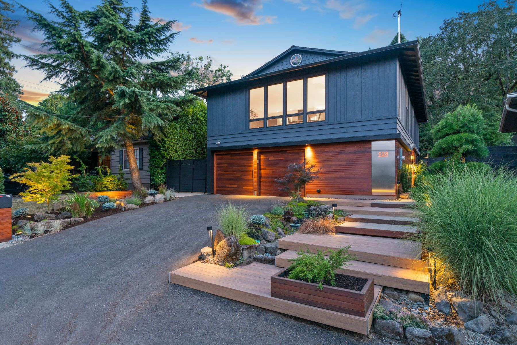 Single Family Homes 為 出售 在 Modern Lake Front Retreat 928 Lake Front RD, Lake Oswego, 俄勒岡州 97034 美國