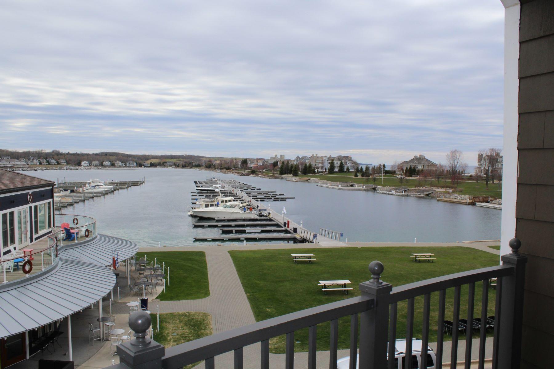 共管物業 為 出售 在 Harbor Suite Overlooking Bay Harbor Lake 4205 Main Street Unit #45 Bay Harbor, 密歇根州, 49770 美國