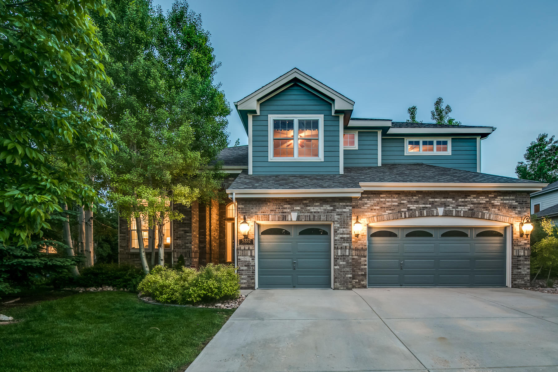 Single Family Homes for Active at Light, Bright And Full Of Upgrades 5332 Brookside Dr Broomfield, Colorado 80020 United States