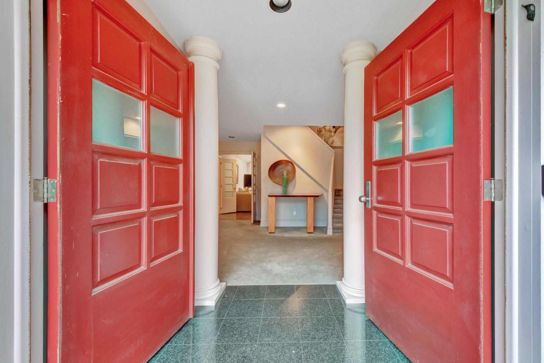 Single Family Homes для того Продажа на Great Opportunity! 70 Dyer Ct, Norwood, Нью-Джерси 07648 Соединенные Штаты