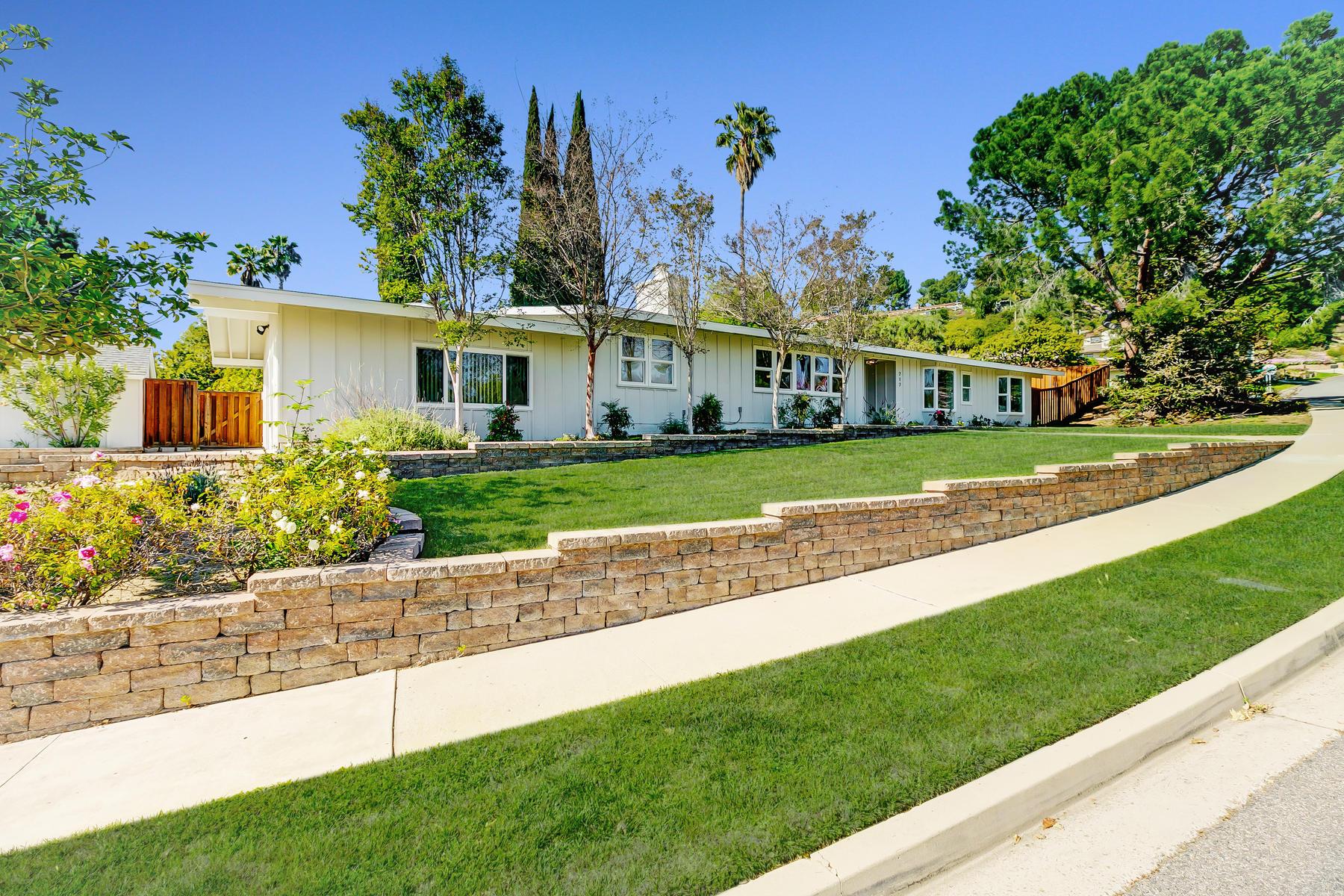 Single Family Homes for Active at 717 CALLE MANDARINAS Thousand Oaks, California 91360 United States