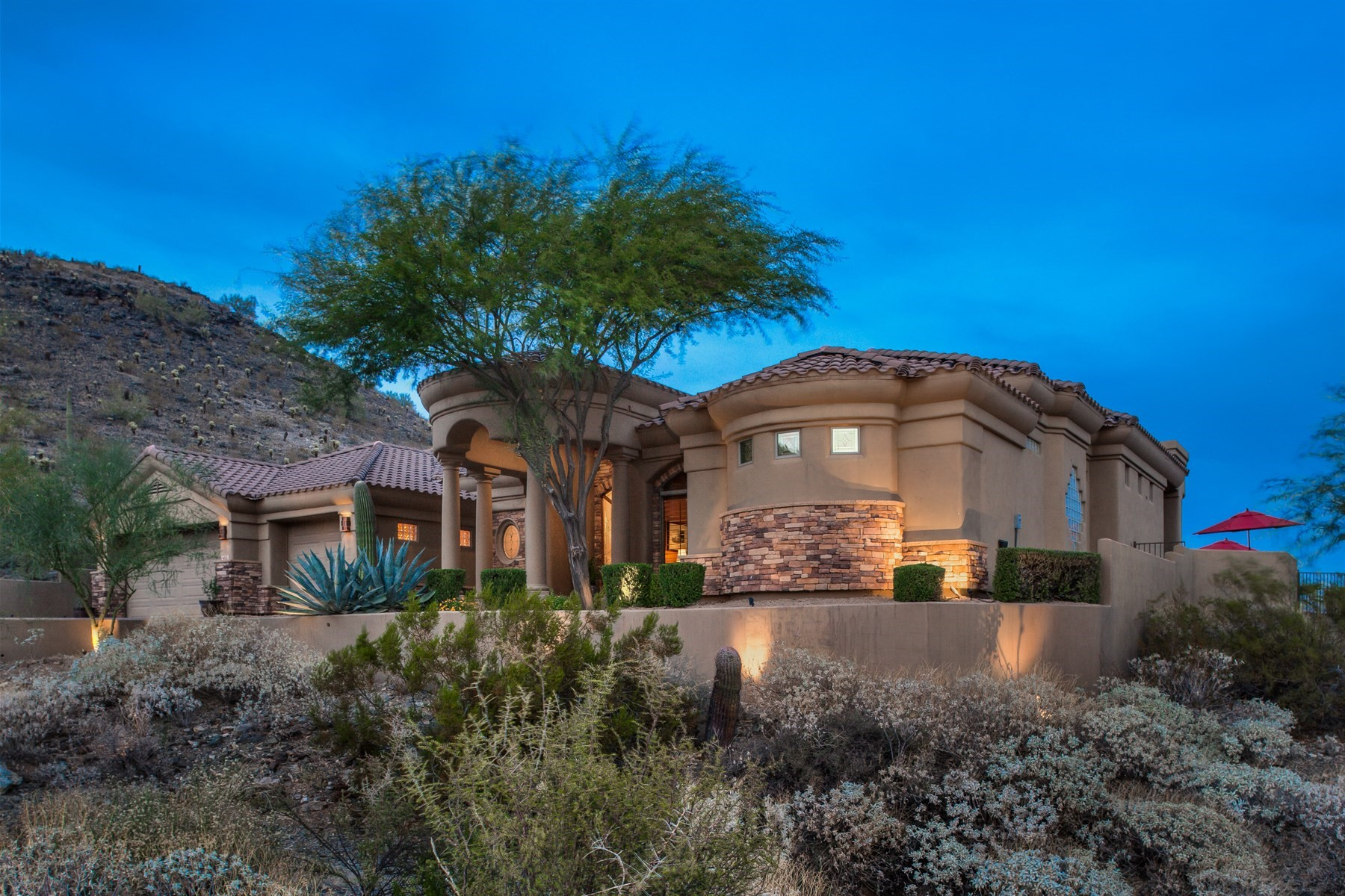 Single Family Home for Sale at Beautiful home in Tapestry Canyon 14021 S 19th St, Phoenix, Arizona, 85048 United States