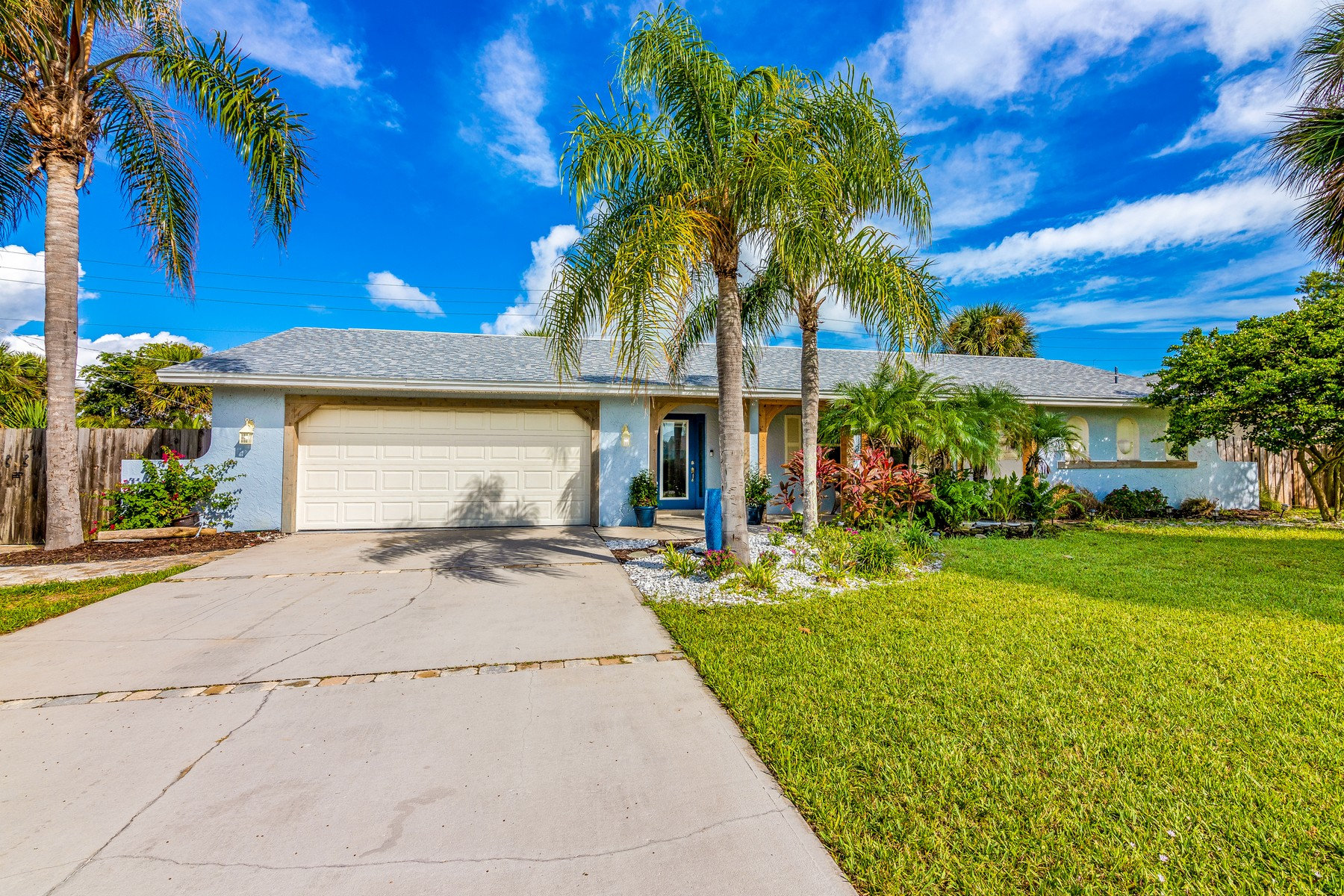 Property vì Bán tại Indialantic By The Sea 132 Seventh Avenue Indialantic, Florida 32903 Hoa Kỳ