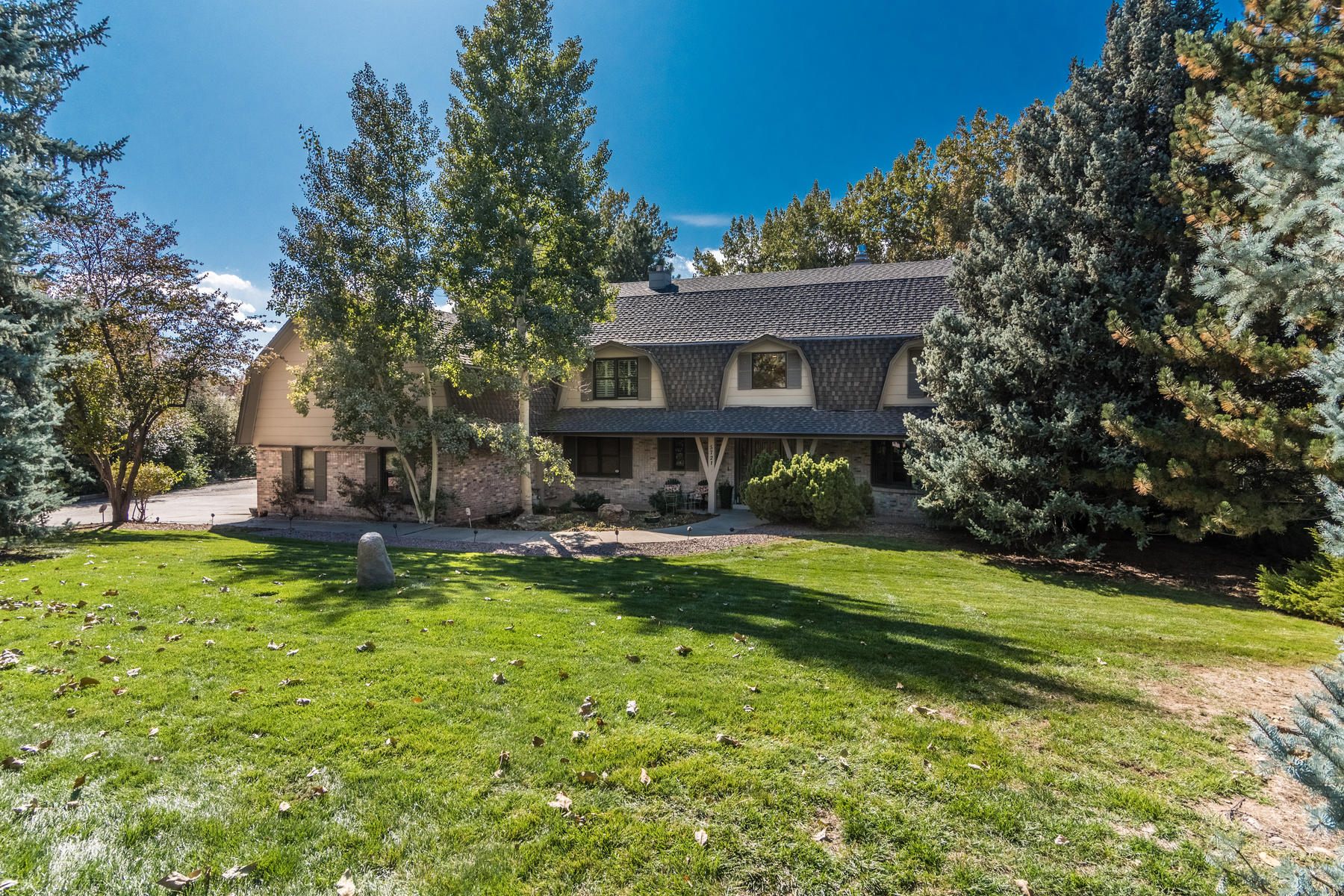 Single Family Homes for Active at Nestled amidst towering pines on nearly 2 acres! 5721 Green Oaks Dr Greenwood Village, Colorado 80121 United States