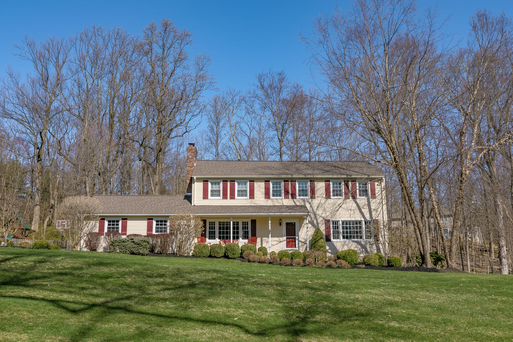 Single Family Homes for Sale at Charming Colonial Home 4 Benjamin Road Chester, New Jersey 07930 United States