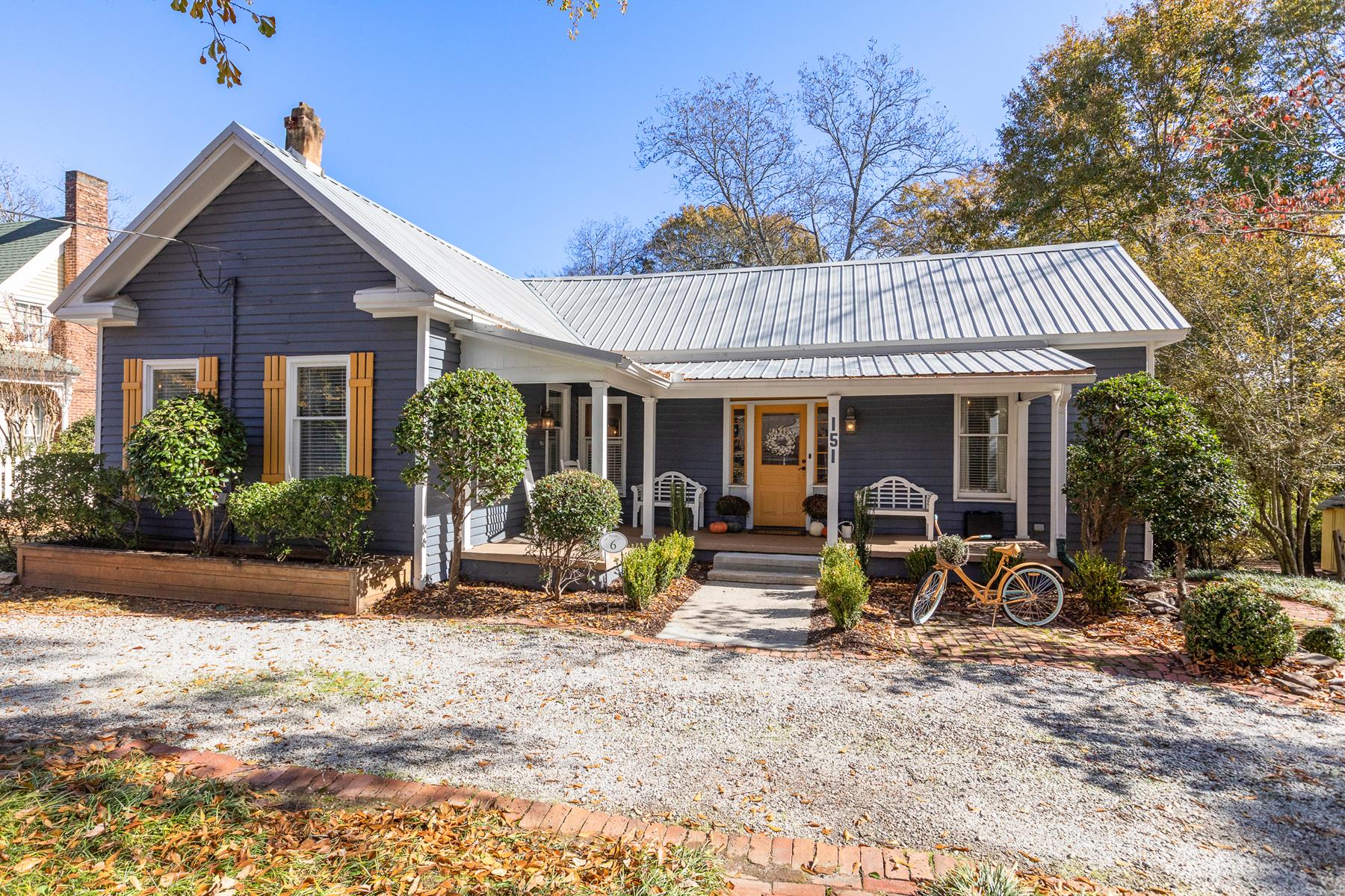Single Family Homes per Vendita alle ore Charming Historic Home in Downtown Senoia 151 Main Street Senoia, Georgia 30276 Stati Uniti