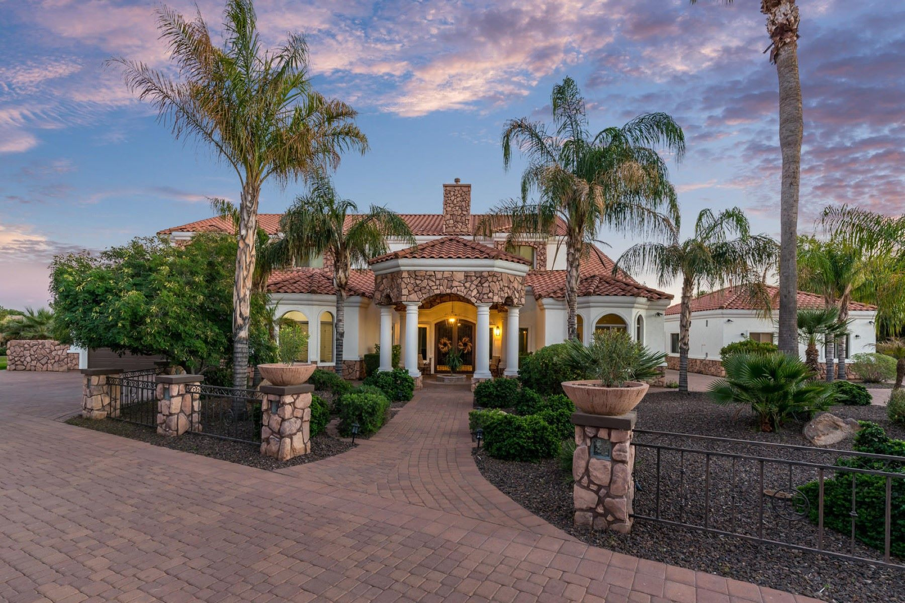single family homes for Active at Stunning Gilbert Estate 973 E Frye Rd Gilbert, Arizona 85295 United States