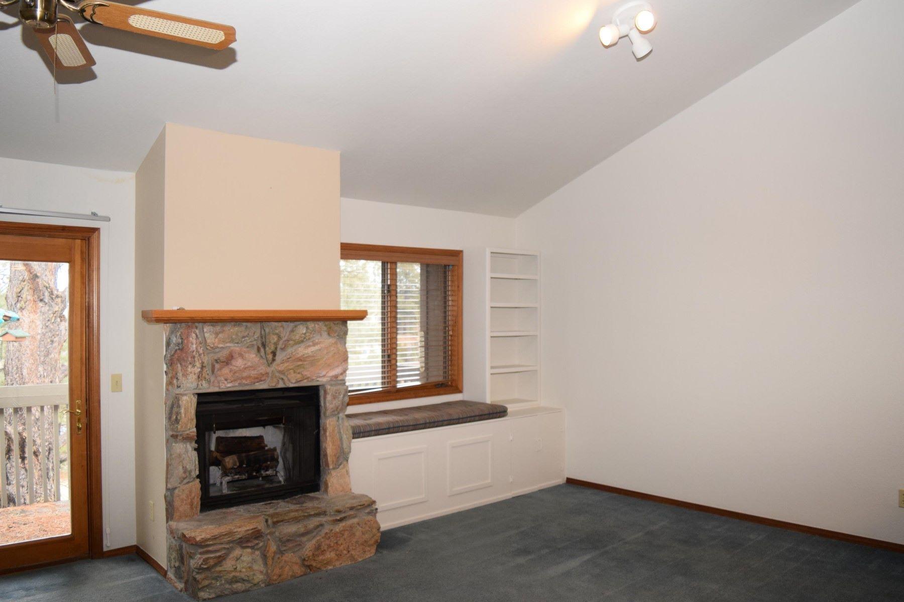 شقة بعمارة للـ Sale في Well Cared for Clean Condo 5701 N Villa Circle, Flagstaff, Arizona, 86004 United States