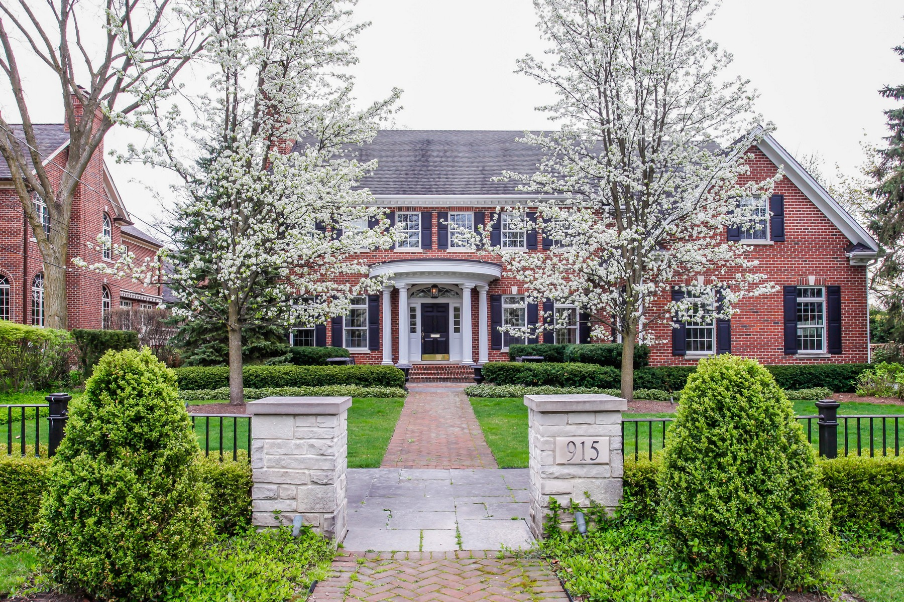 Single Family Home for Sale at 915 S. Elm 915 S. Elm St. Hinsdale, Illinois 60521 United States