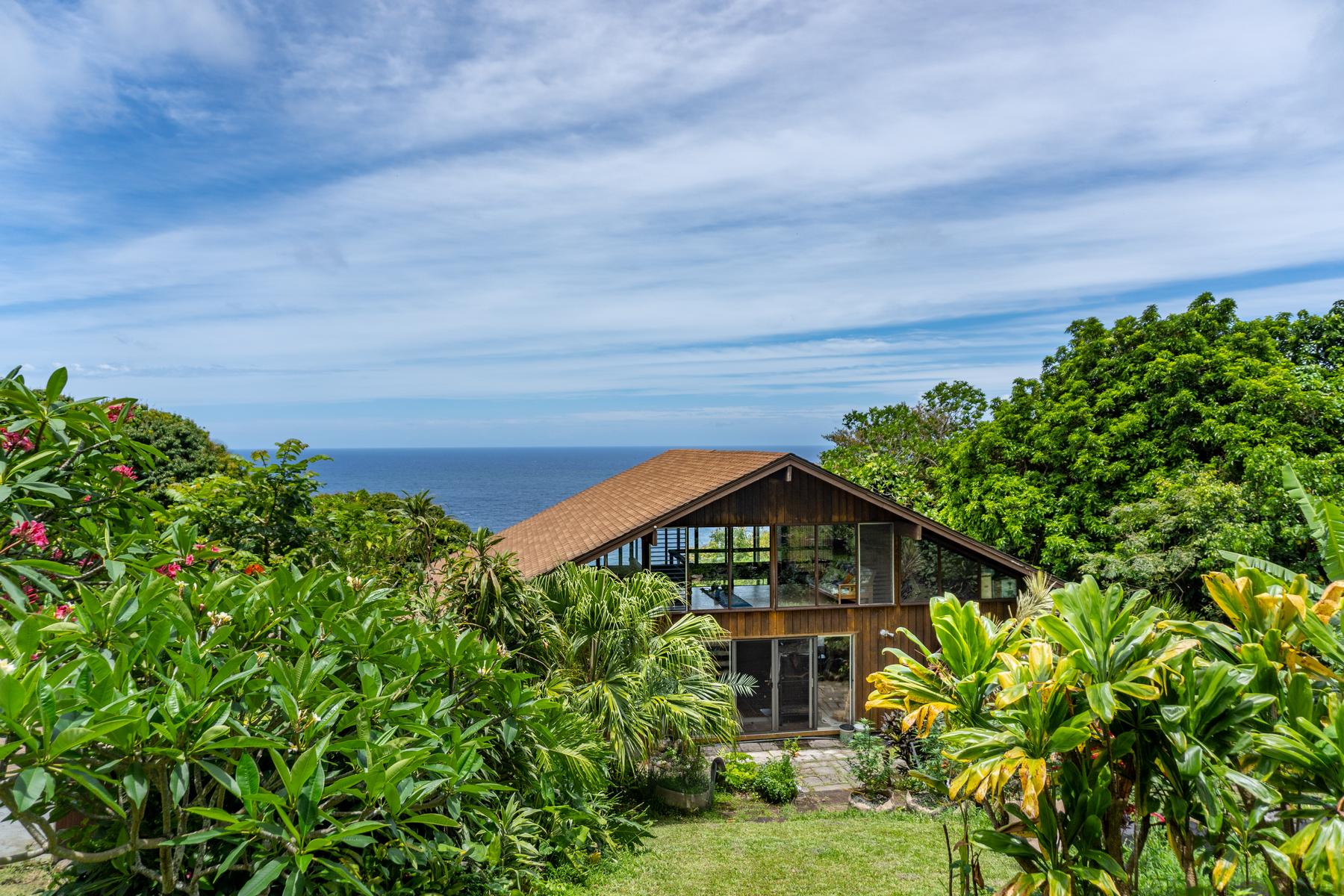 Single Family Homes för Försäljning vid Tropical Estate in Hana, Maui 4-5620 Hana Highway, Hana, Hawaii 96713 Förenta staterna
