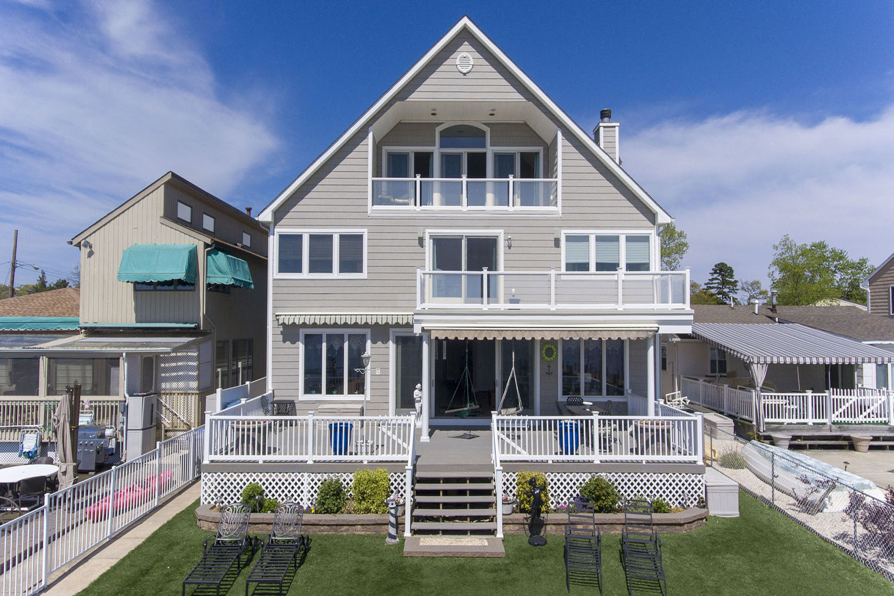 Single Family Homes vì Bán tại Amazing Views of Silver Bay 163 Bay Stream Drive, Toms River, New Jersey 08753 Hoa Kỳ