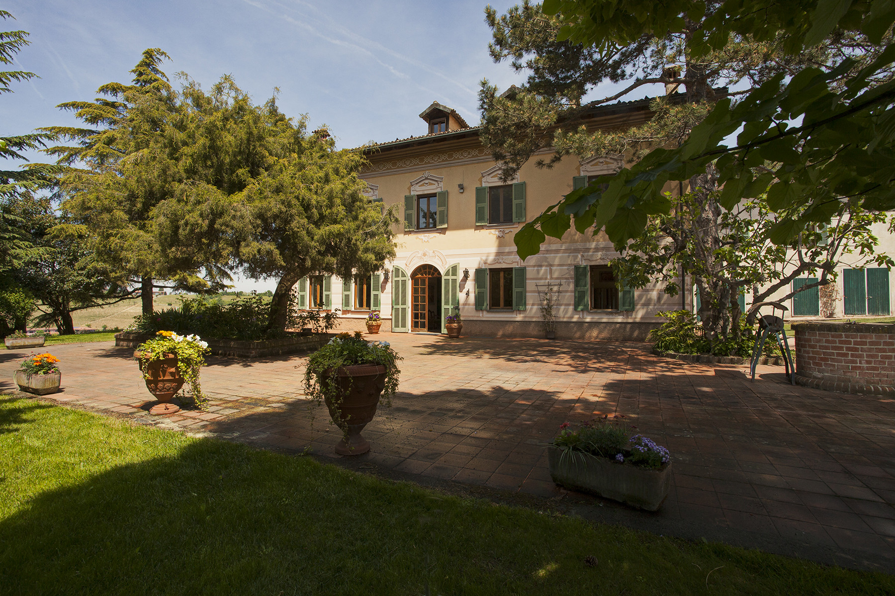 Additional photo for property listing at Elegant villa on top of a hill of Monferrato Vicolo Palazzo 1 Rocca Grimalda, Alessandria 15078 Italie