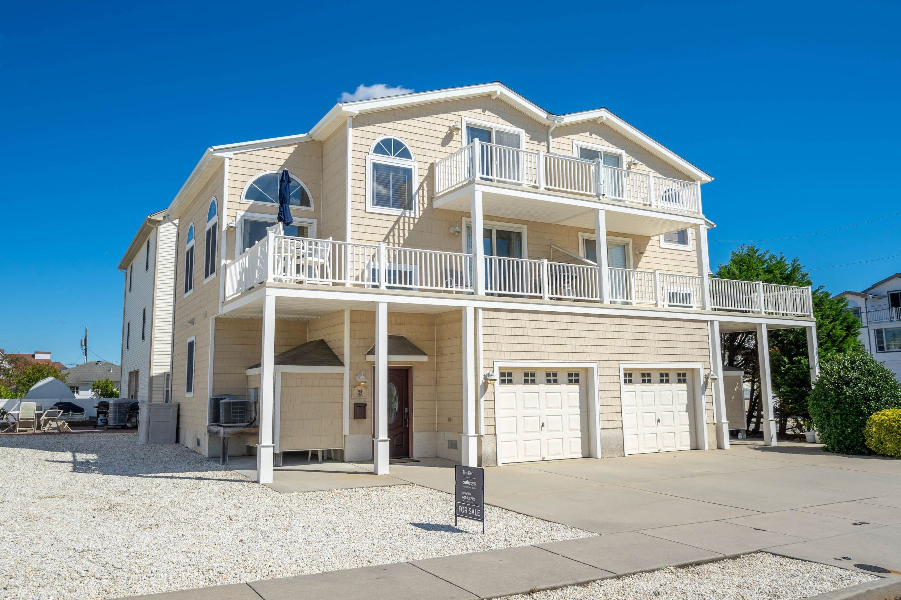 townhouses por un Venta en Sea Isle City Townhome 51 83rd Street West Unit Sea Isle City, Nueva Jersey 08243 Estados Unidos