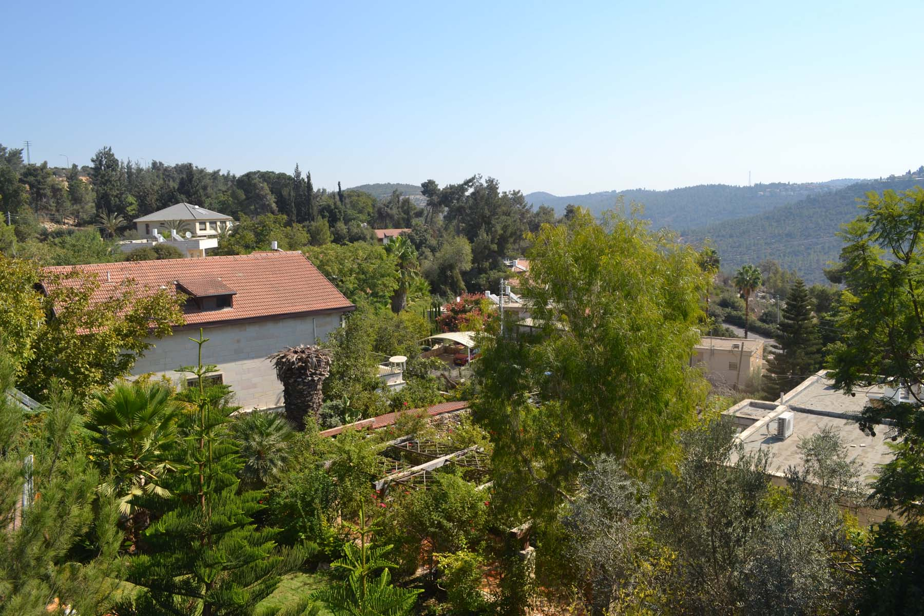 Vivienda unifamiliar por un Venta en Serene Country Style Home in Moshav Sho'eva Jerusalem, Israel Israel