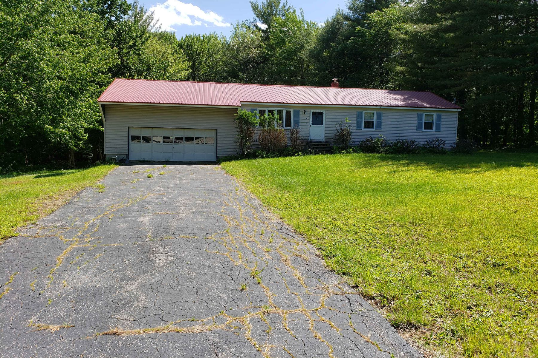 Single Family Homes للـ Sale في Ranch on Private Corner Lot in Sanford 6 Jesse Circle, Sanford, Maine 04073 United States