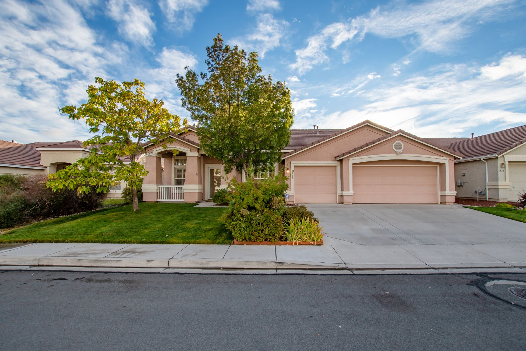 Single Family Home for Active at 9960 Frankwood Drive 9660 Frankwood Drive Reno, Nevada 89521 United States