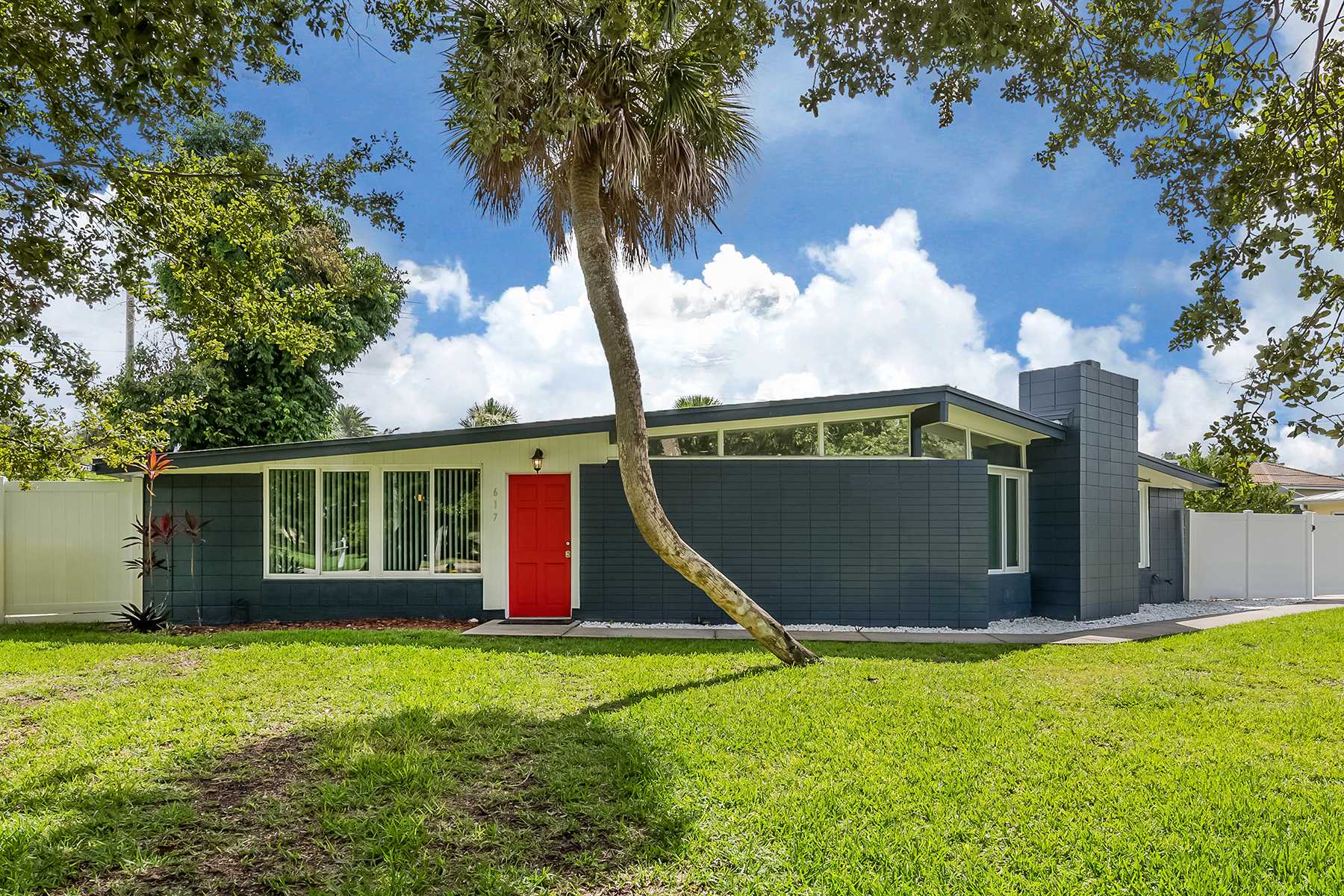 Single Family Homes for Sale at GOLDEN BEACH - VENICE ISLAND 617 Ravenna St, Venice, Florida 34285 United States