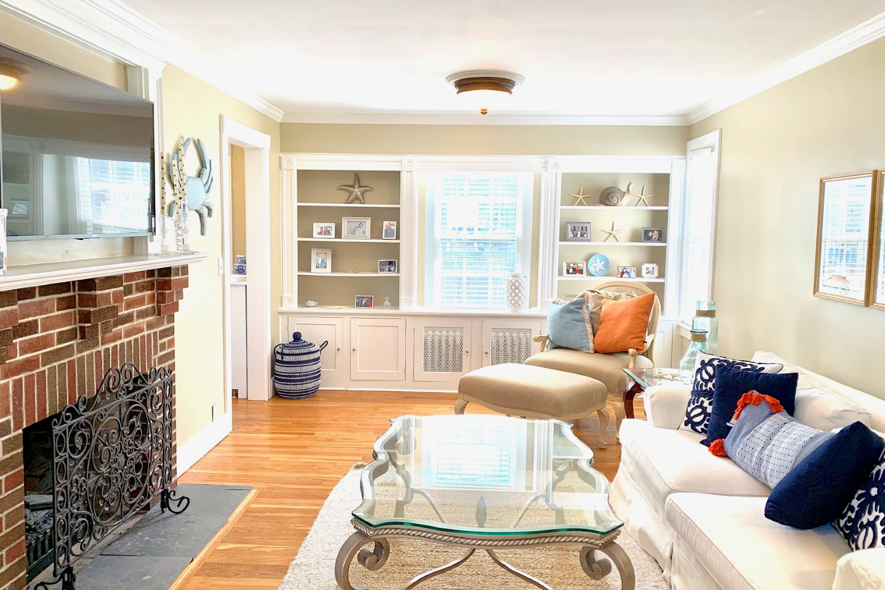 Additional photo for property listing at Adorable Colonial on Historic Hill 9 Brinley Street Newport, Rhode Island 02840 United States